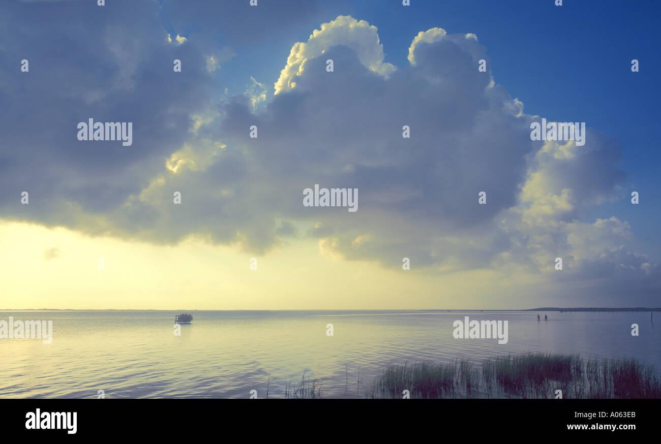 ciel au-dessus de l'eau Photo Stock