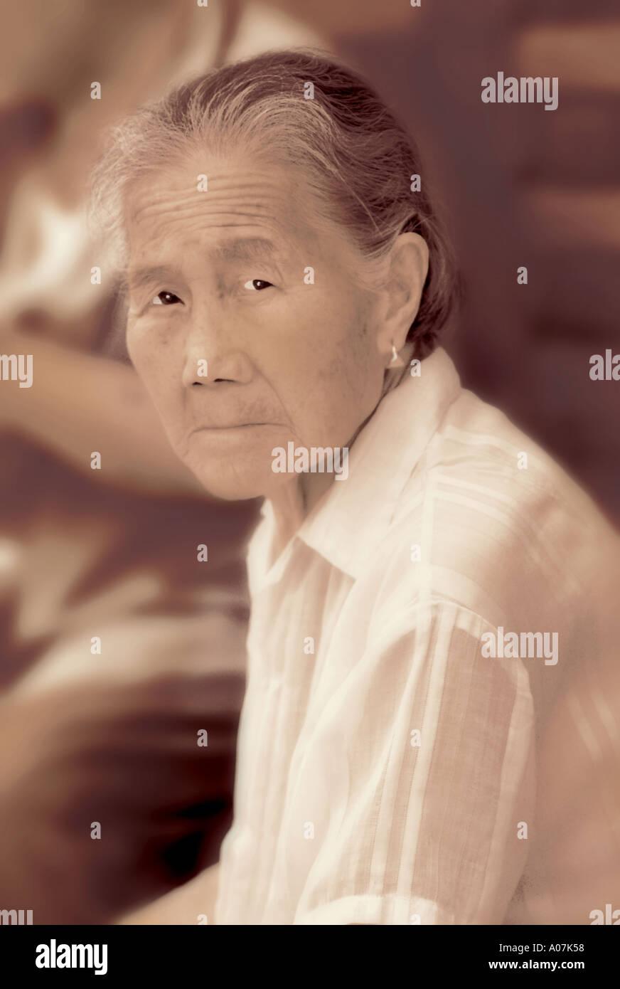 Village, hat, Horizontal, Looking at Camera, à l'extérieur, 70, Asie, Vue de face, la tête et épaules, sérieux, la Chine, le chinois Ethni Photo Stock