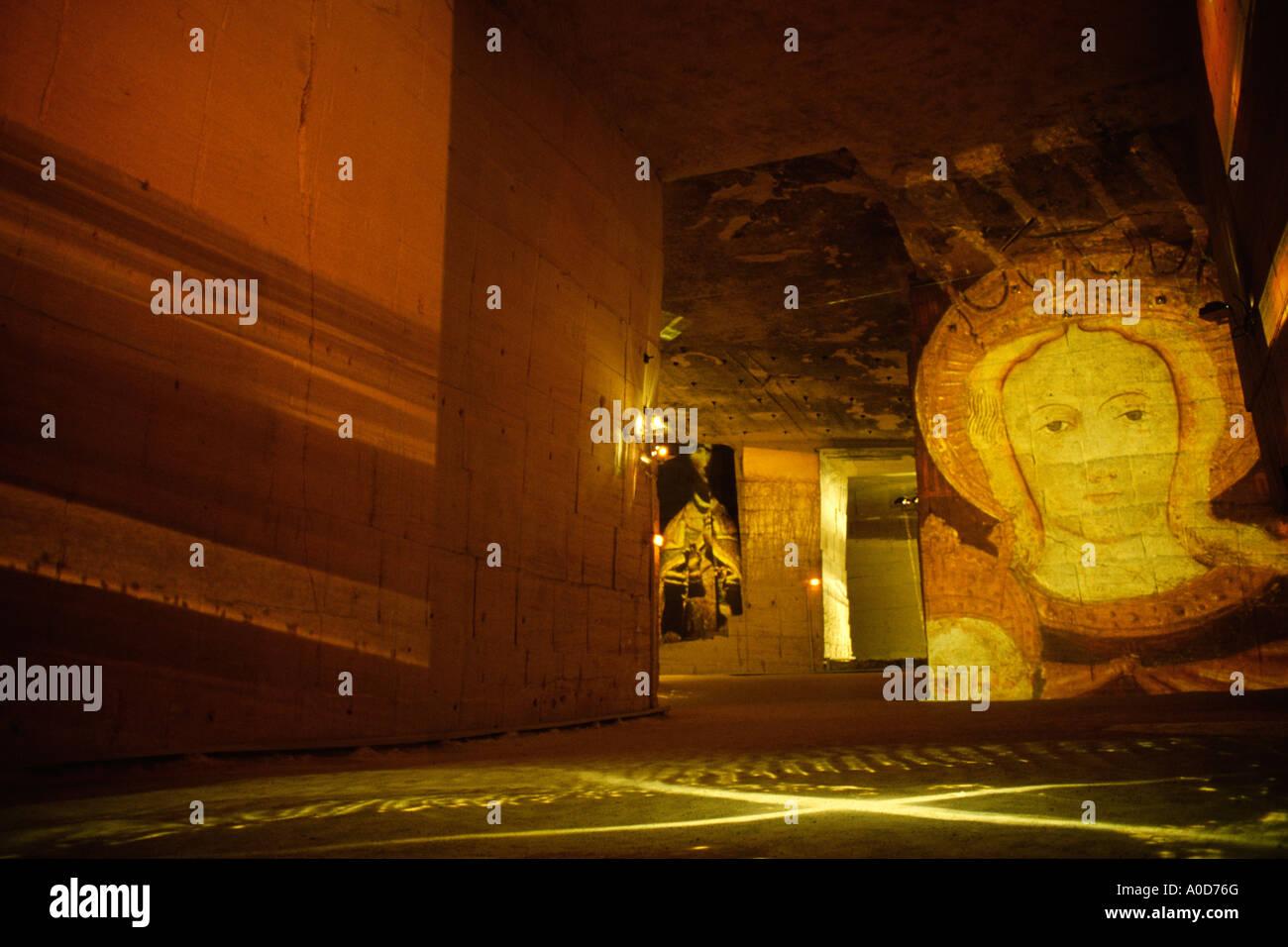 France Les Baux de Provence Cathedrale des images Val d enfer les diapositives sont projetées sur les murs de l'ancienne carrière de bauxite Photo Stock