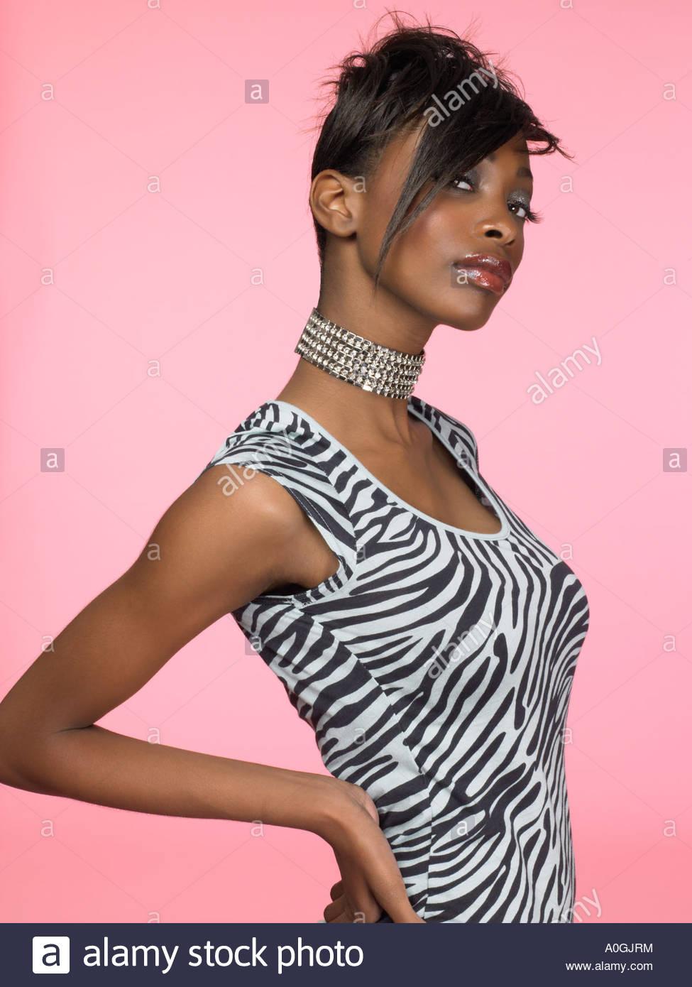 Portrait d'une élégante jeune femme Photo Stock