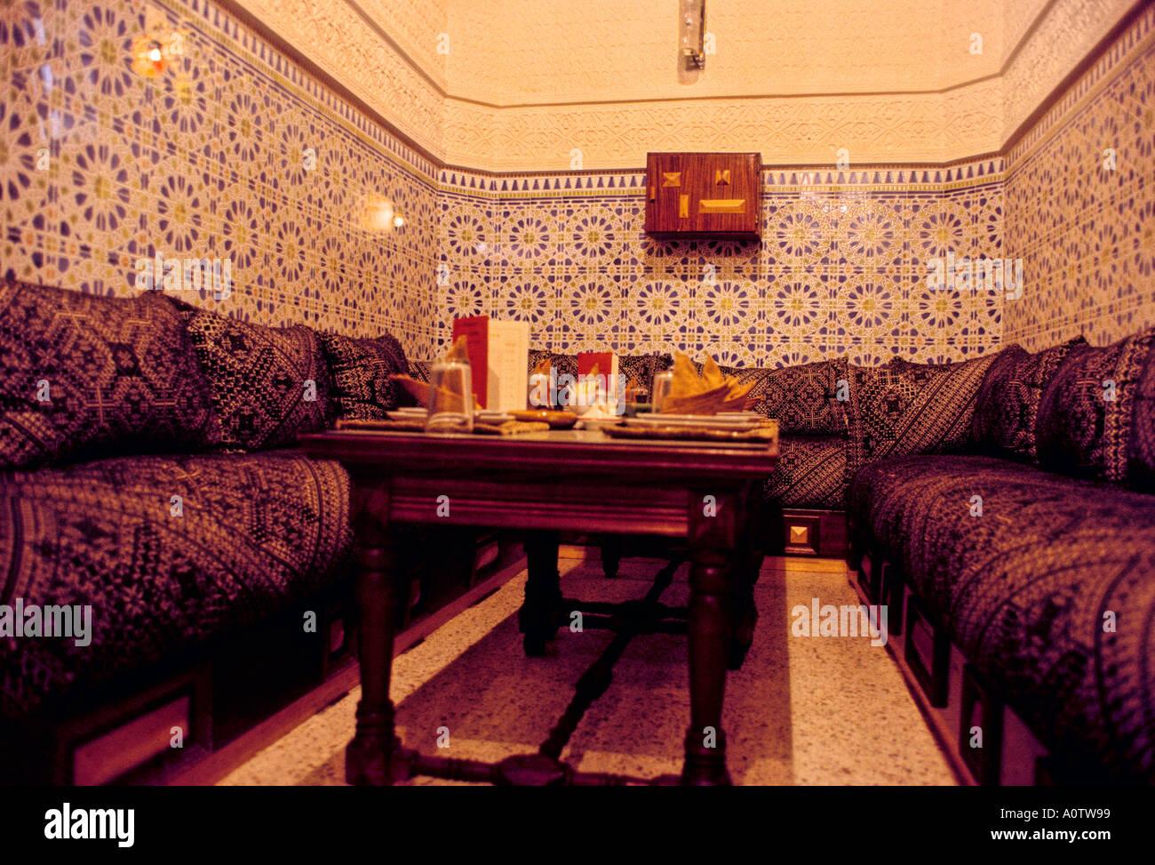 Afrique Maroc Tanger salon de thé marocain et un restaurant ...