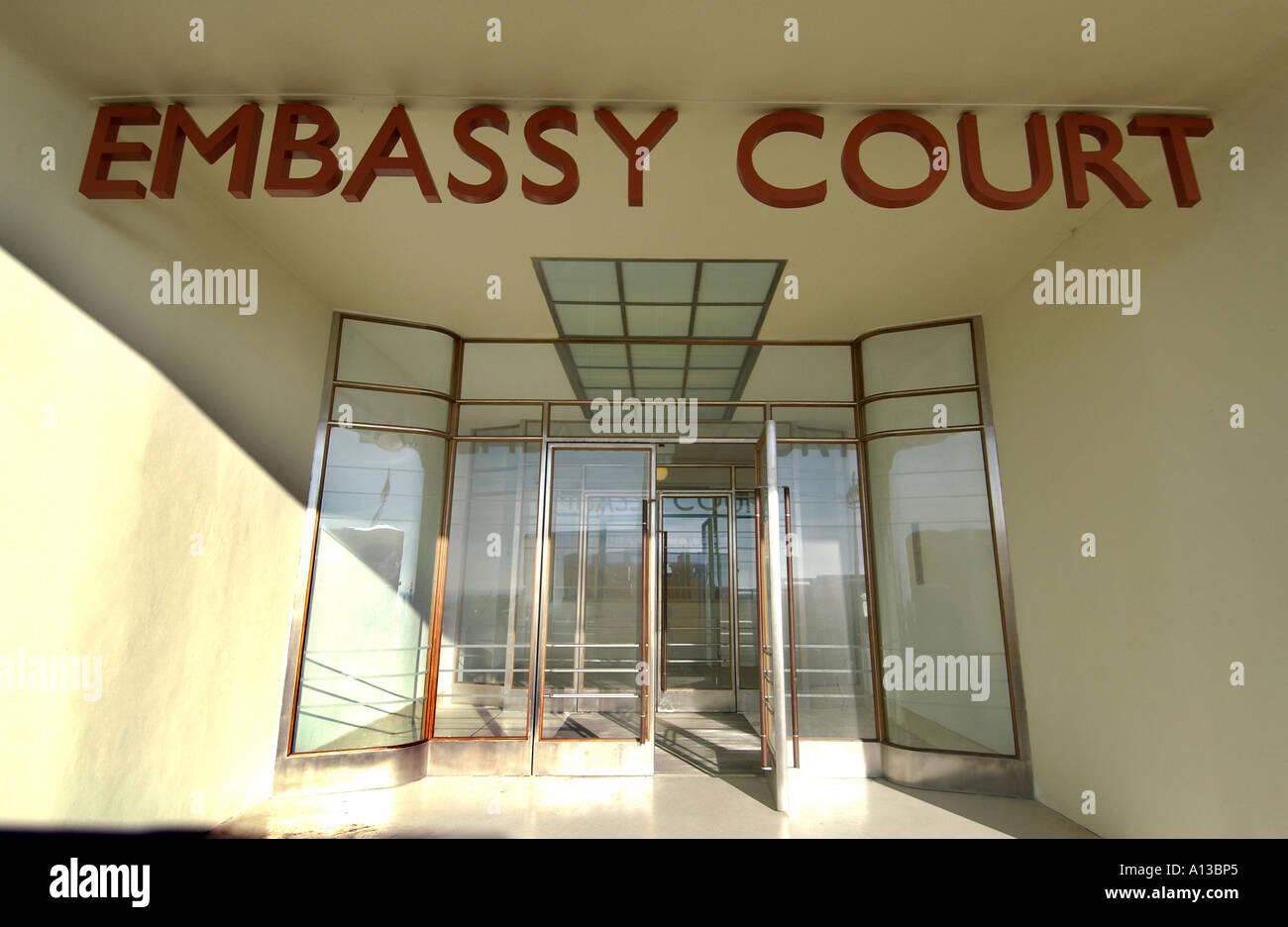 Le hall de l'appartement, récemment restauré, bâtiment Art déco dans la cour de l'ambassade Sussex station balnéaire Banque D'Images