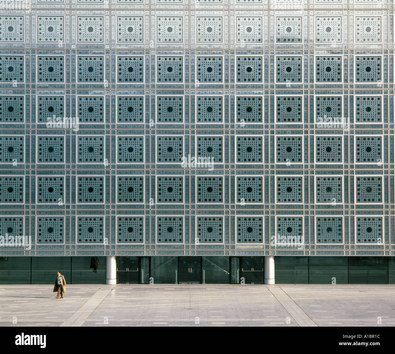 Institut du Monde Arabe, façade sud, Paris, 1987. Écrans de fenêtre photosensibles. Architecte : Jean Nouvel Photo Stock