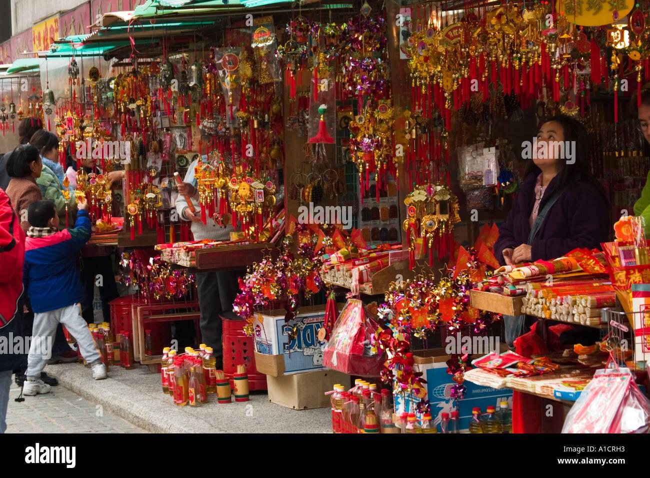 Les vendeurs à l'extérieur de Sik Sik Yuen Wong Tai Sin Temple, Kowloon, Hong Kong Photo Stock