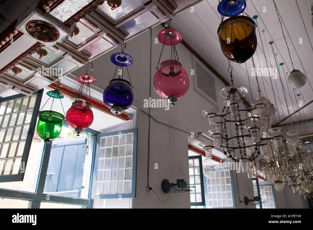 Lampes Couleur Antique Suspendu Dans L Ancienne Synagogue Juive A