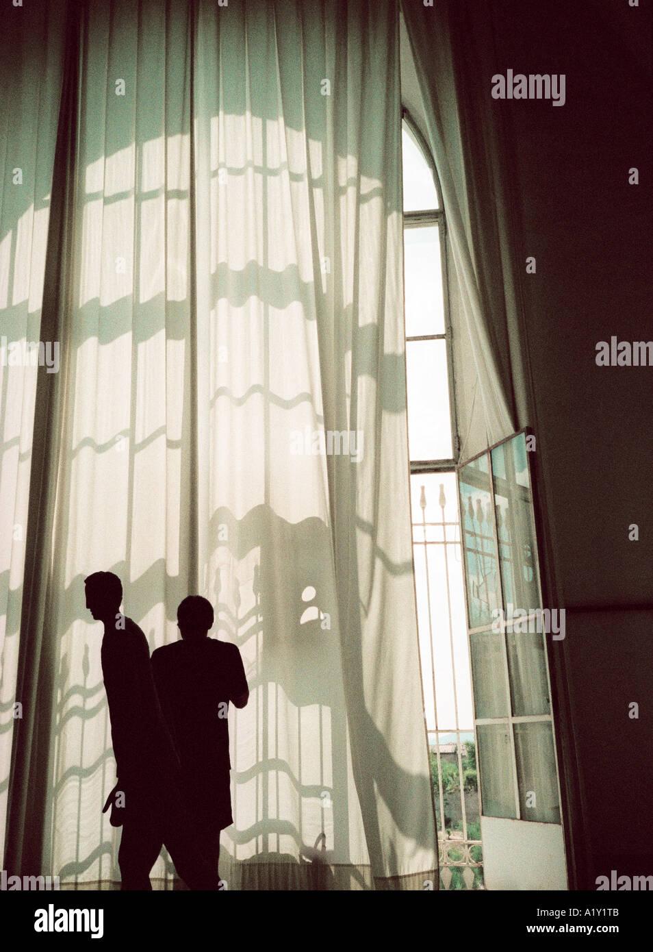 Fenêtre de l'hôpital, Sienne, Toscane, Italie. 35mm atmosphérique avec beaucoup d'image snap film visible-grain. Photo Stock