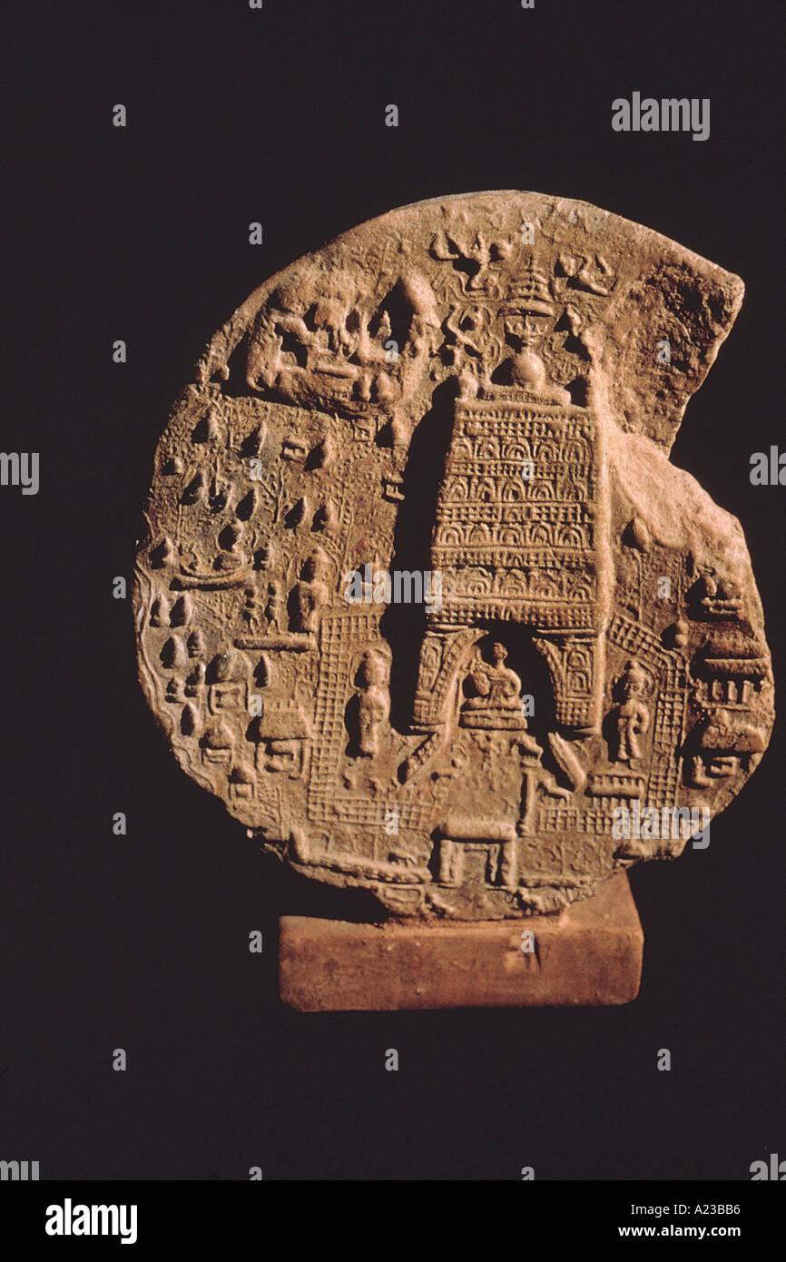 Temple de Bodhgaya situé dans une plaque plaque. En date du: 600-700 A.D. Photo Stock