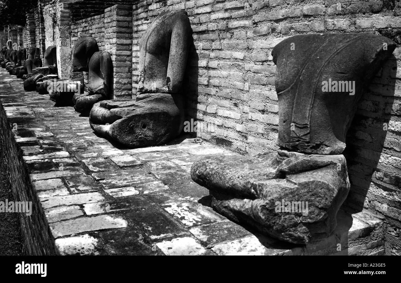 Statues sans tête en Thaïlande temple Photo Stock