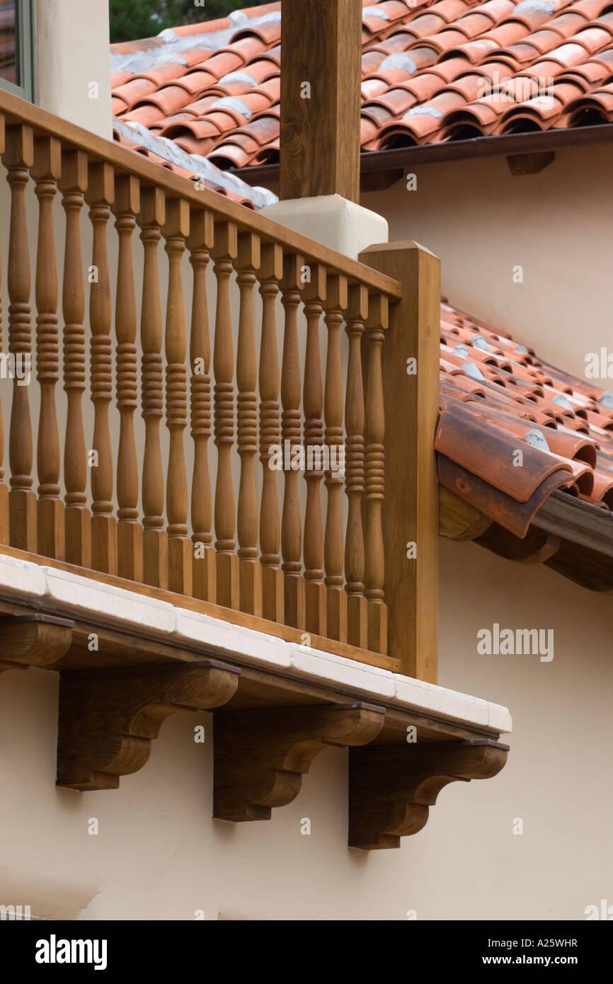 Balustrade de bois pour une terrasse couverte à l\'étage et ...
