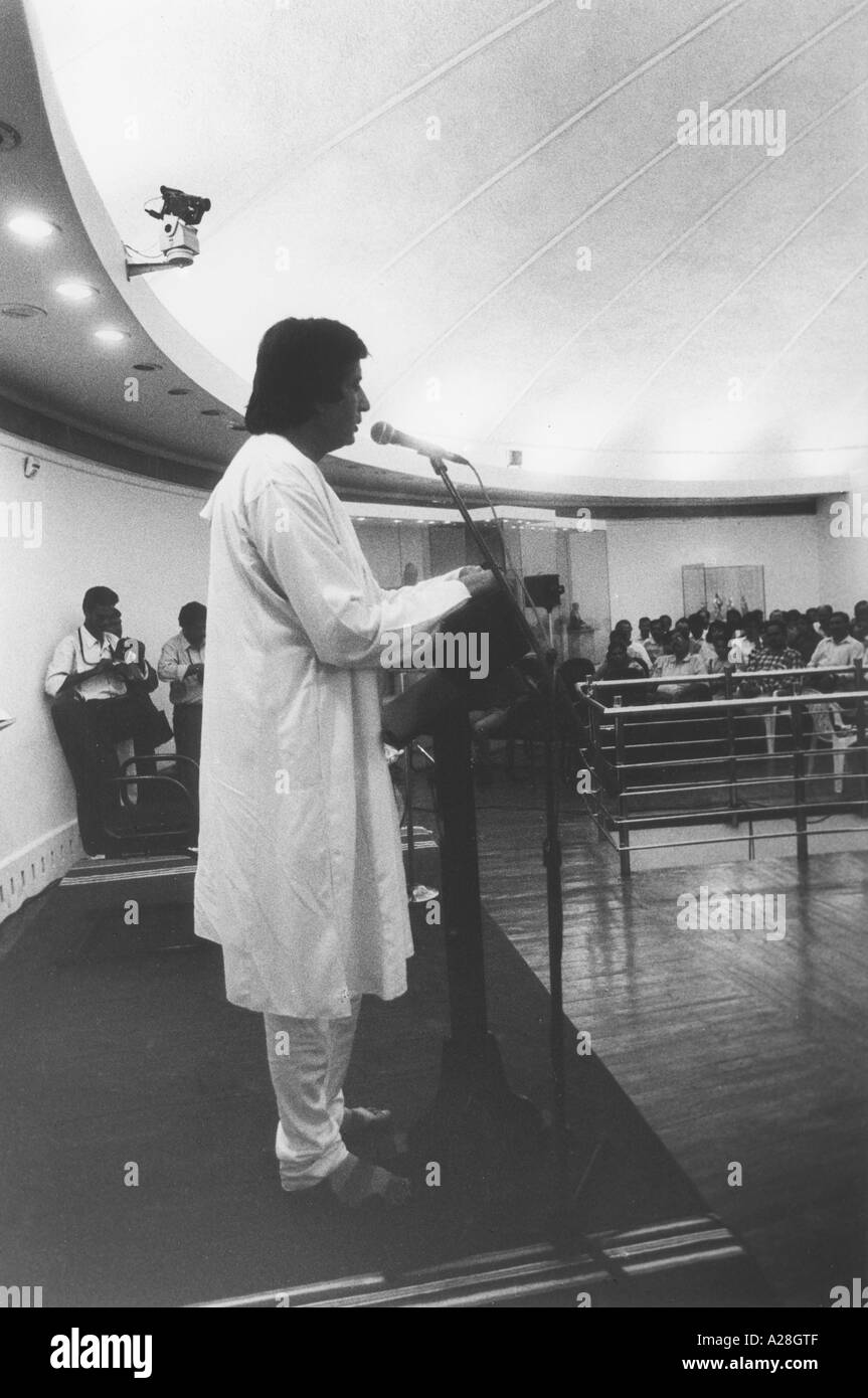 Amitabh Bachchan, acteur Star du cinéma indien de Bollywood hindi, raconte des poèmes de son père, Inde, asie Banque D'Images