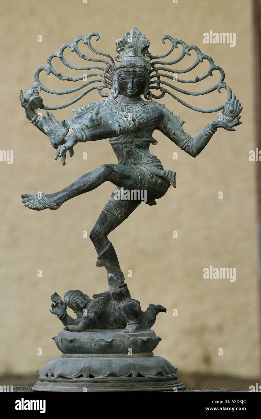 HPA76886 Natraj dieu indien danse sculpture Seigneur Shiva tandav nritya dance de destruction massive quatre mains Inde Asie du Sud Photo Stock