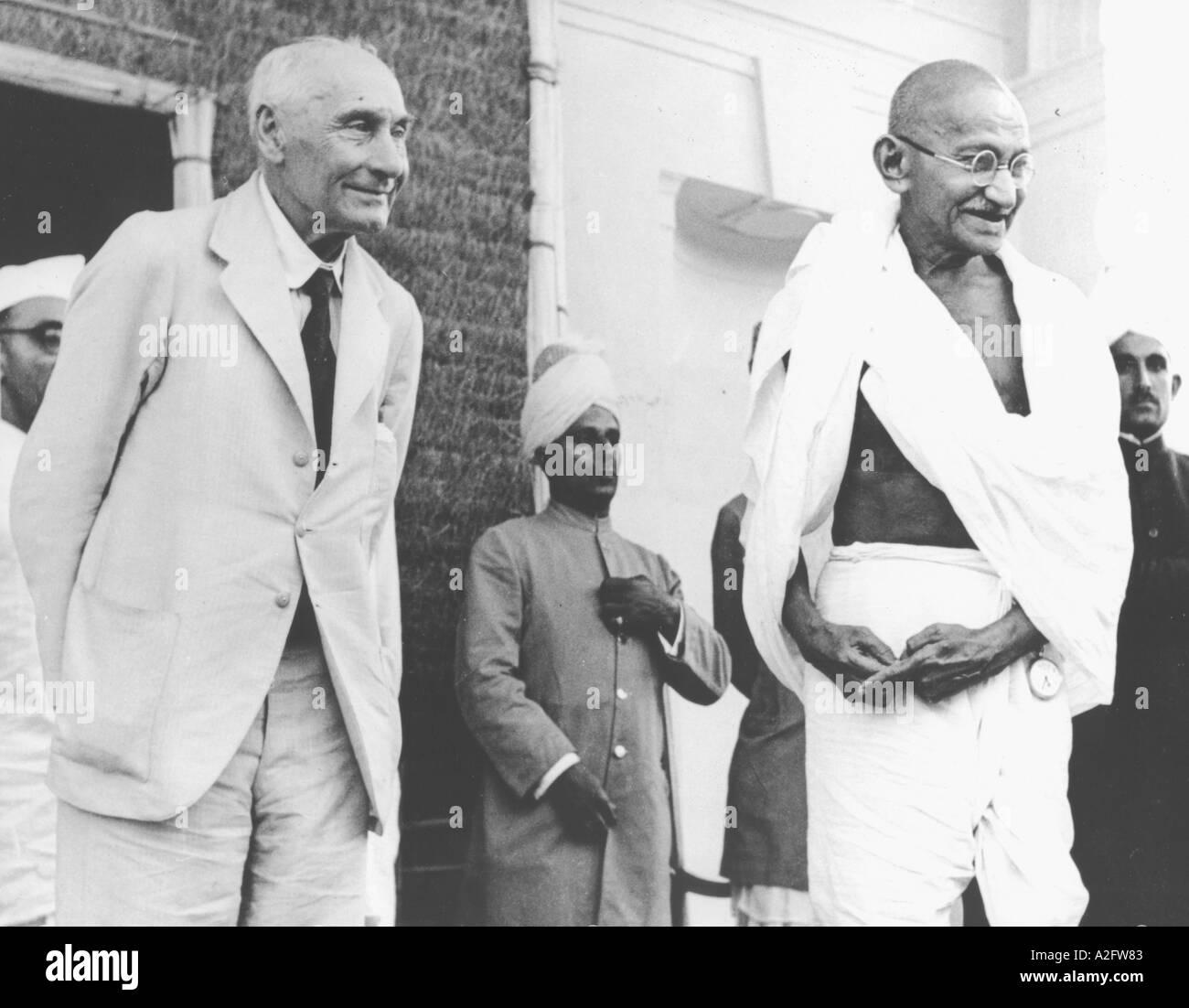MKG33147 Mahatma Gandhi avec Lord Pethick Lawrence à Delhi Inde 18 avril 1946 Banque D'Images
