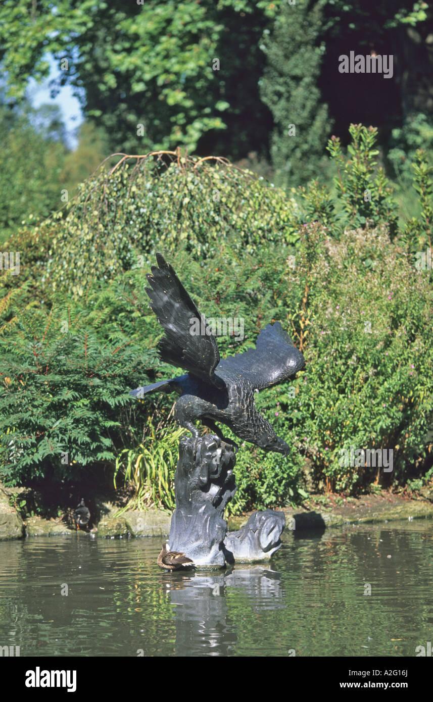 Le bronze de l'aigle dans le cercle intérieur de Regents Park Londres Photo Stock