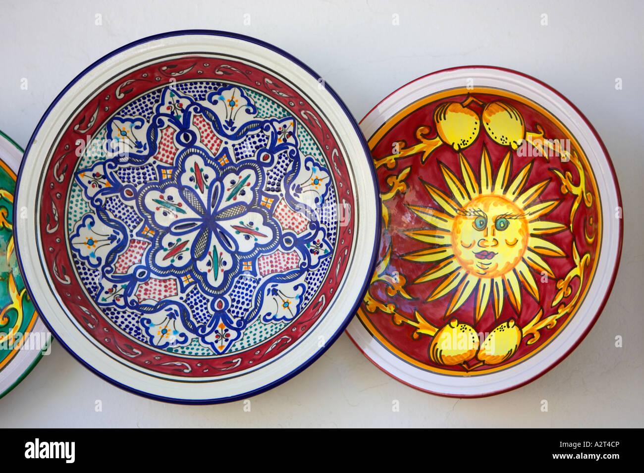 Tunisie assiettes décoratives colorées bol Banque D\'Images, Photo ...