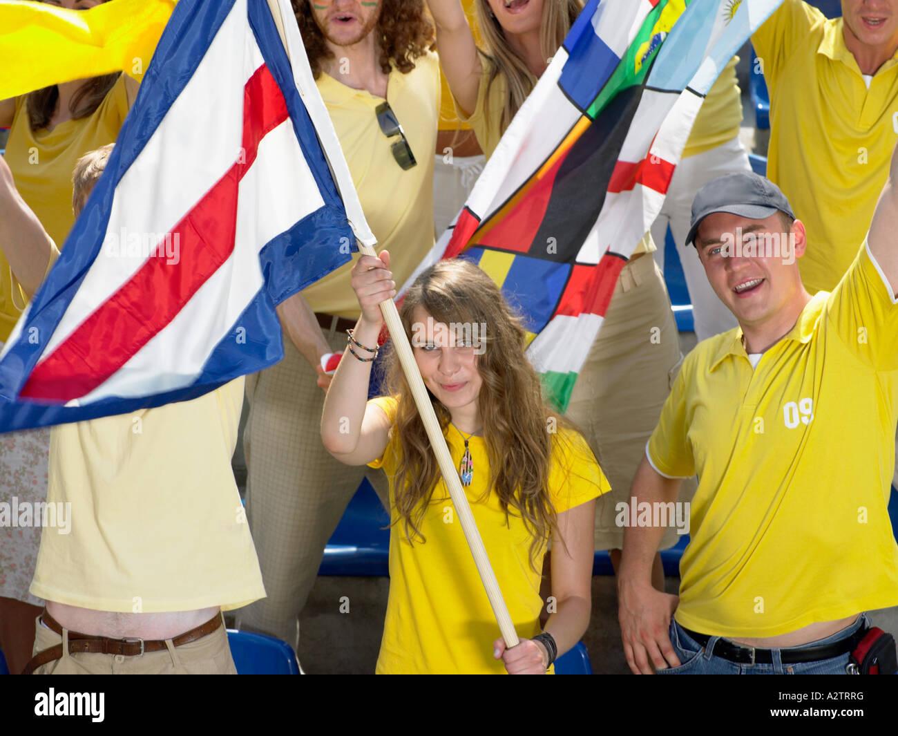 Partisans agitant des drapeaux Photo Stock