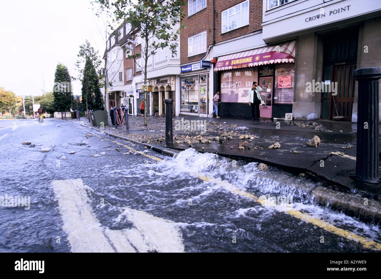 L'eau burst main south london octobre 1997 Photo Stock
