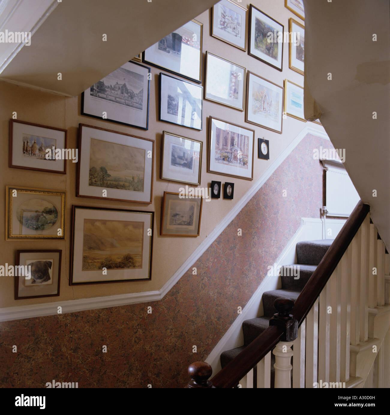 Escalier et mur d'images et de dessins Photo Stock