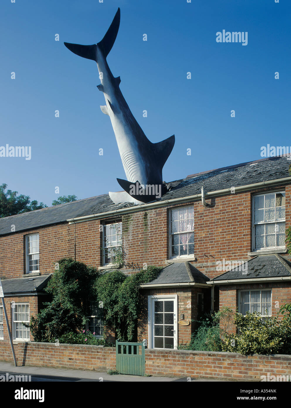 L'art moderne sculpture de Shark en chambre , Oxford , Angleterre Photo Stock