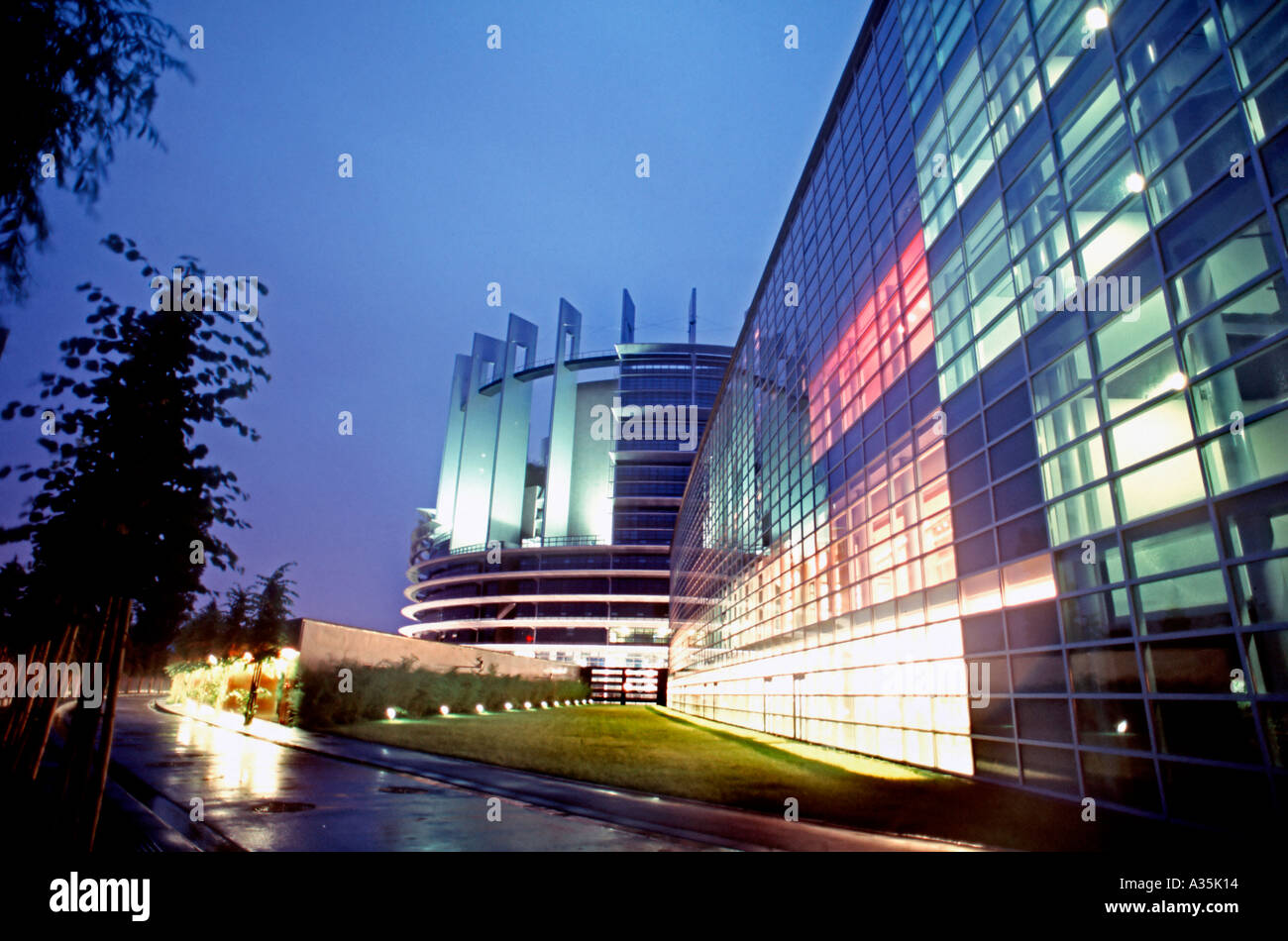 Strasbourg france b timent du parlement européen à s illumina