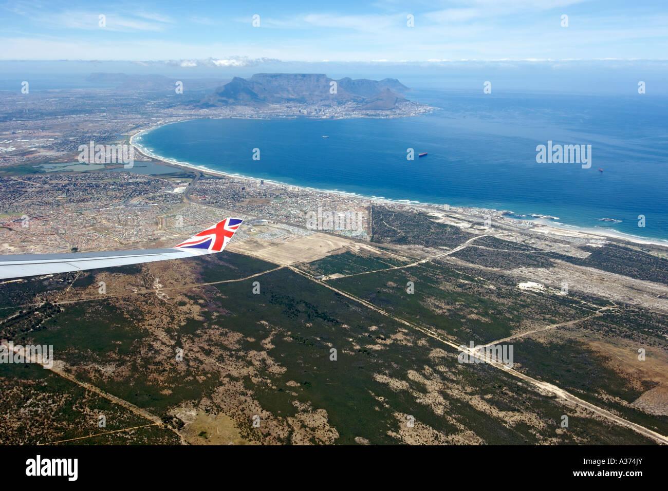 Vue sur la ville de Cape Town Afrique du Sud à partir de la fenêtre d'un avion Virgin Atlantic. Banque D'Images