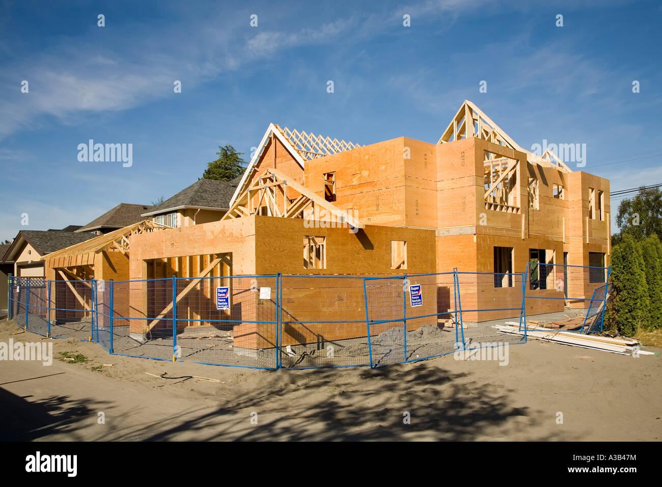 Maison moderne en bois en construction Richmond Canada ...