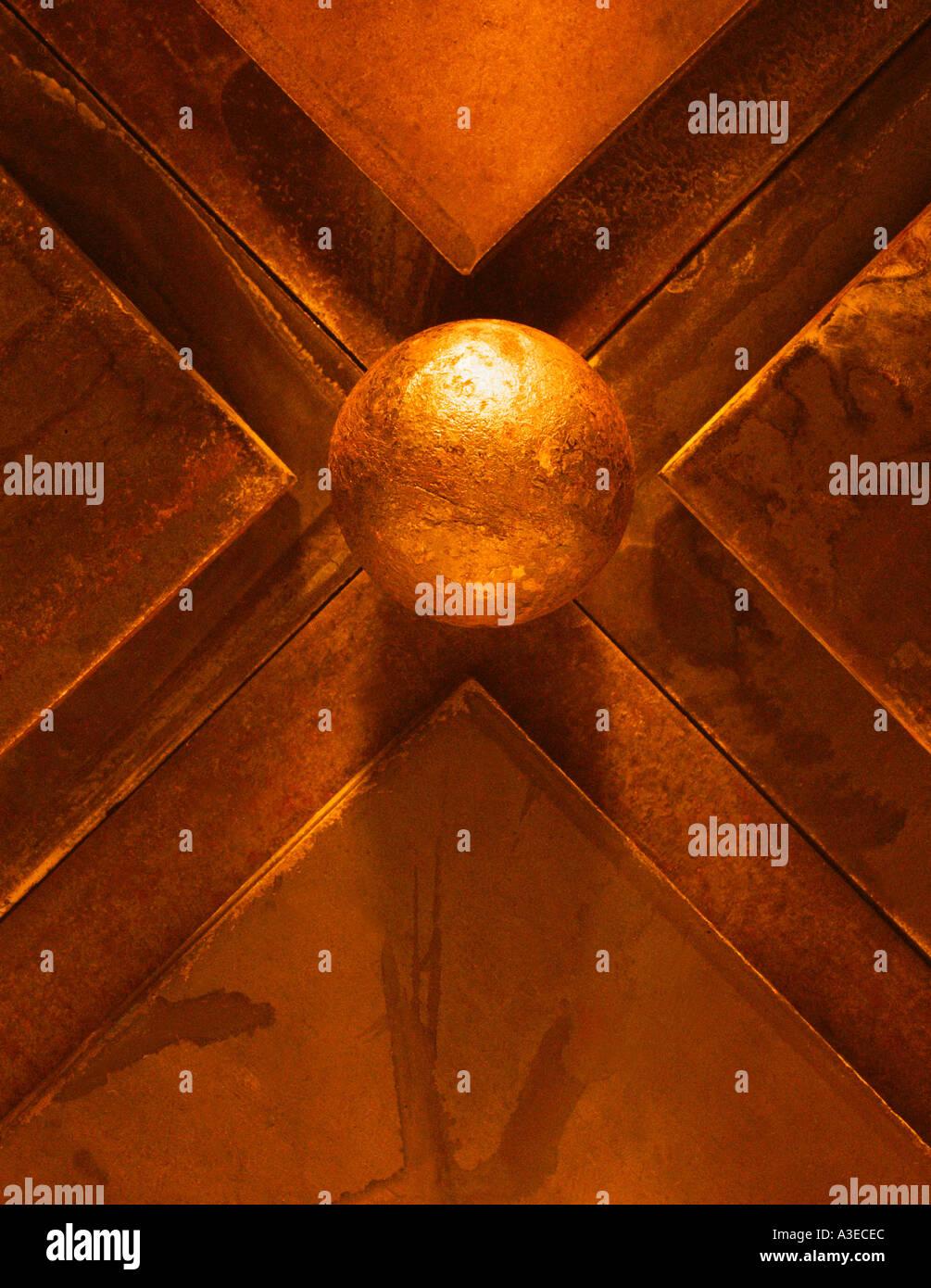 Arbre de lumière frappant encore géométrique abstraite sphère de vie et de triangles Photo Stock