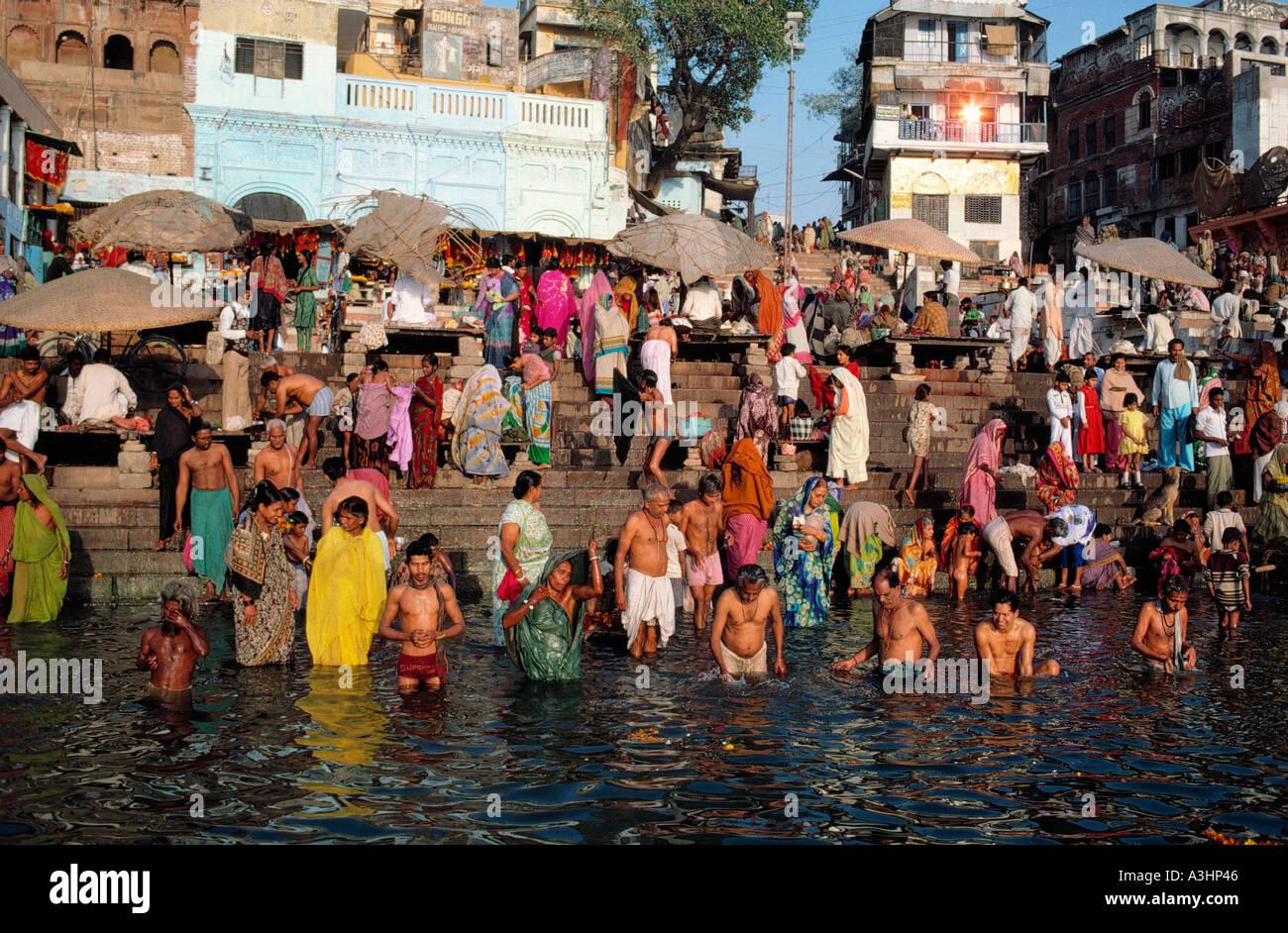 Echelle de religieux au Gange ghat de varanasi ville etat de l'Uttar Pradesh, Inde Banque D'Images