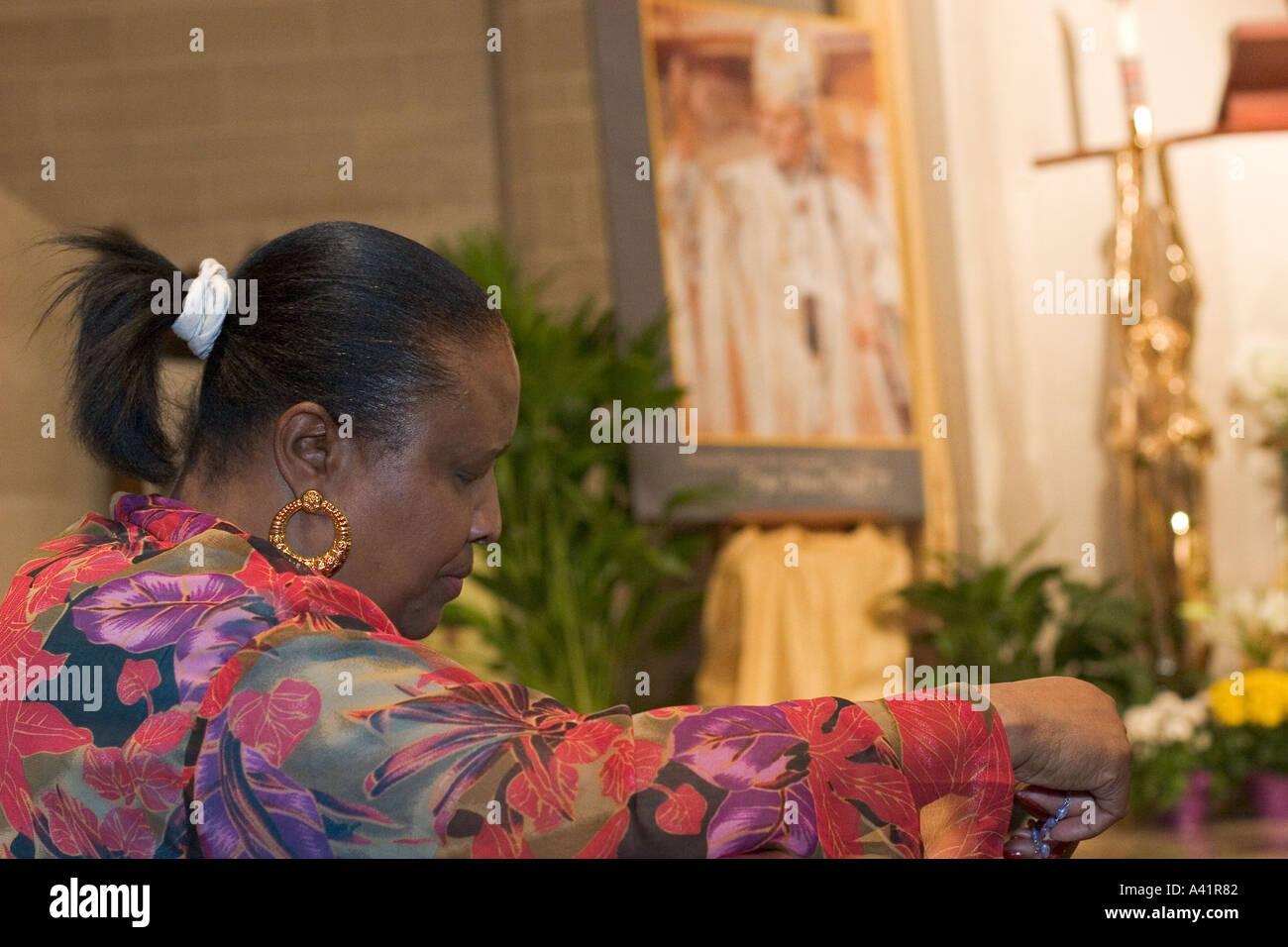 Les catholiques prient pour le Pape Photo Stock