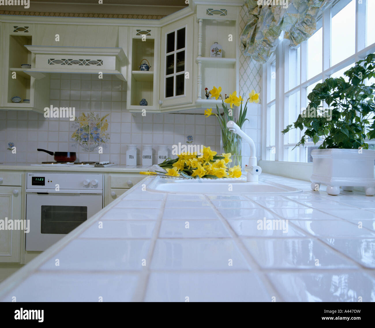 Plan De Travail En Carrelage Blanc 80 Blanc Cuisine Photo Stock