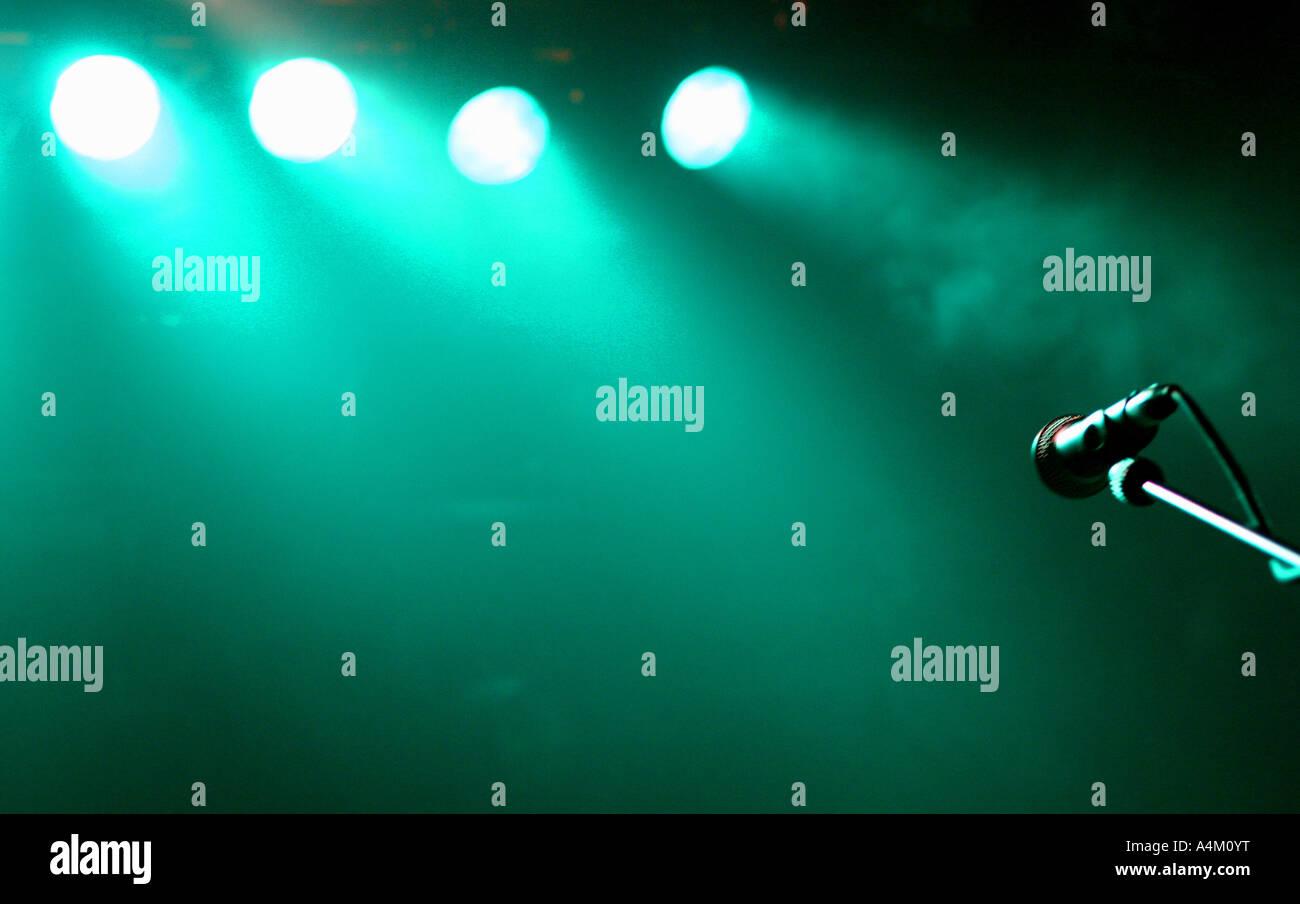 Le microphone sur le stand au concert Photo Stock