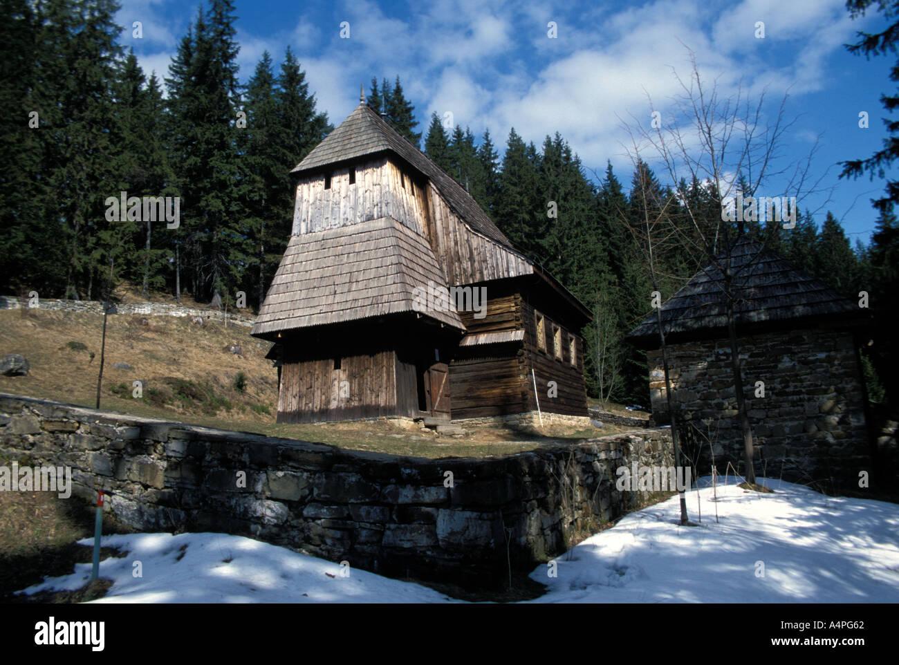 L'extérieur de l'église orthodoxe ruthène en bois dans le village de Jezioro Zilina Slovaquie Région Europe Banque D'Images