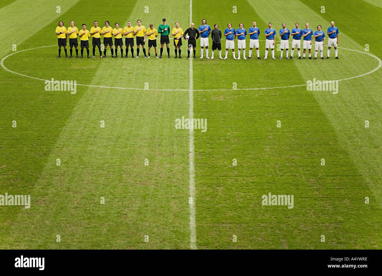 Équipes de football sur le terrain Banque D'Images