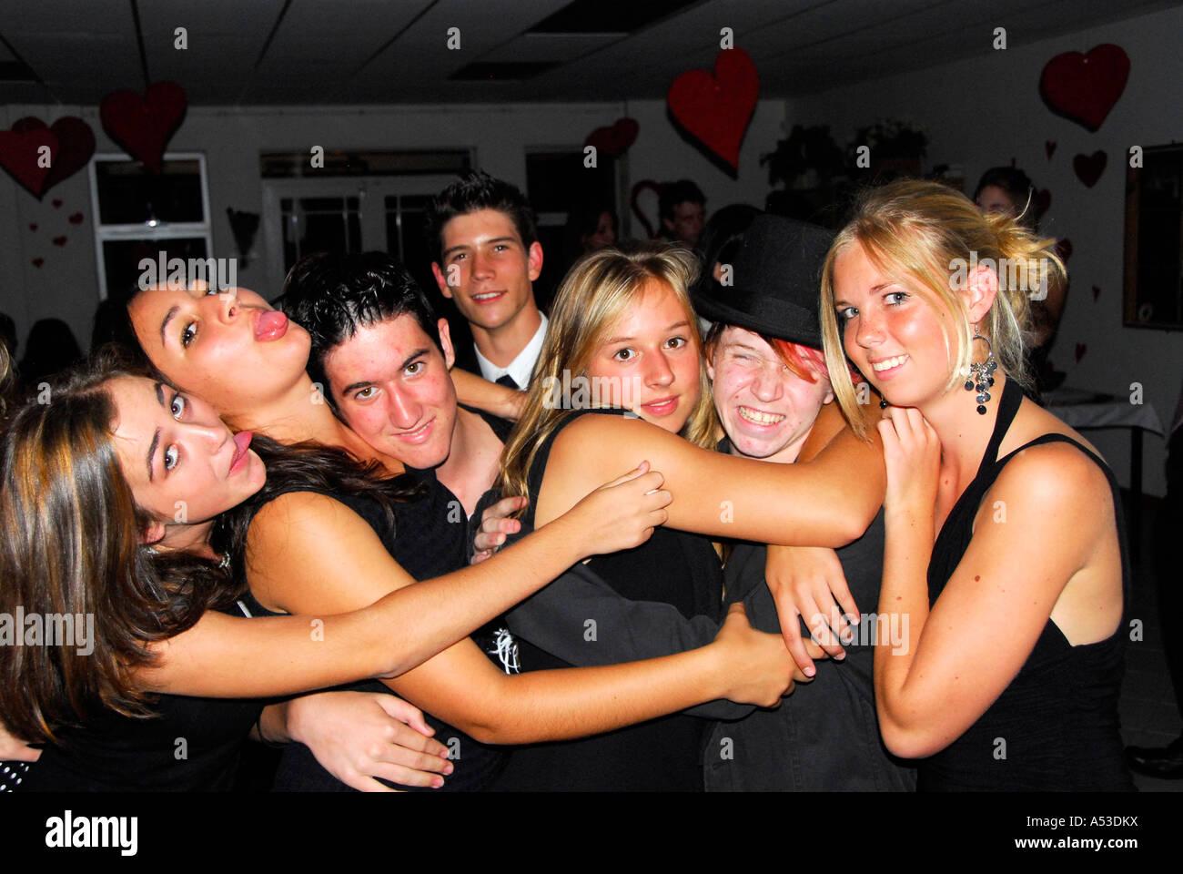 Banquet de la saint valentin, les adolescents s'amusant, Afrique du Sud Photo Stock