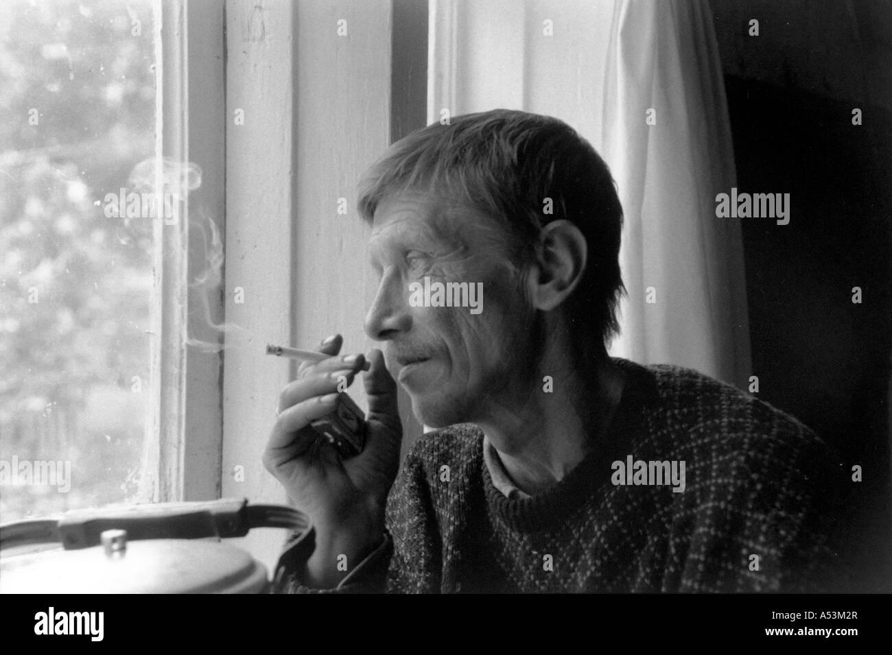 Painet ha1354 154 chômeurs stress noir et blanc travailleur du bois d'Petersburg Russie district au pays Photo Stock