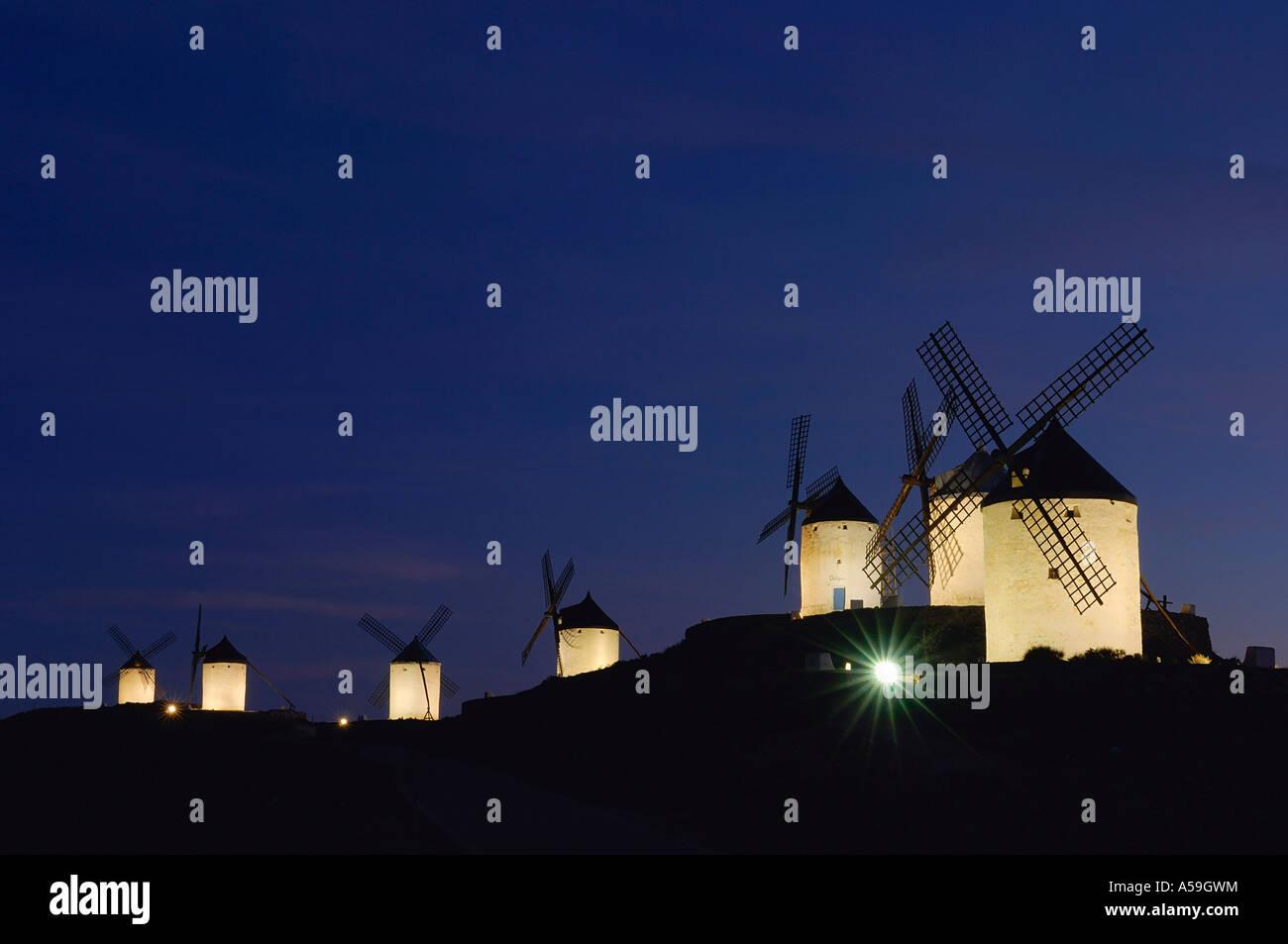 Les moulins à vent sur la Colline la nuit, Castilla La Mancha, Ciudad Real, Espagne Provence Banque D'Images