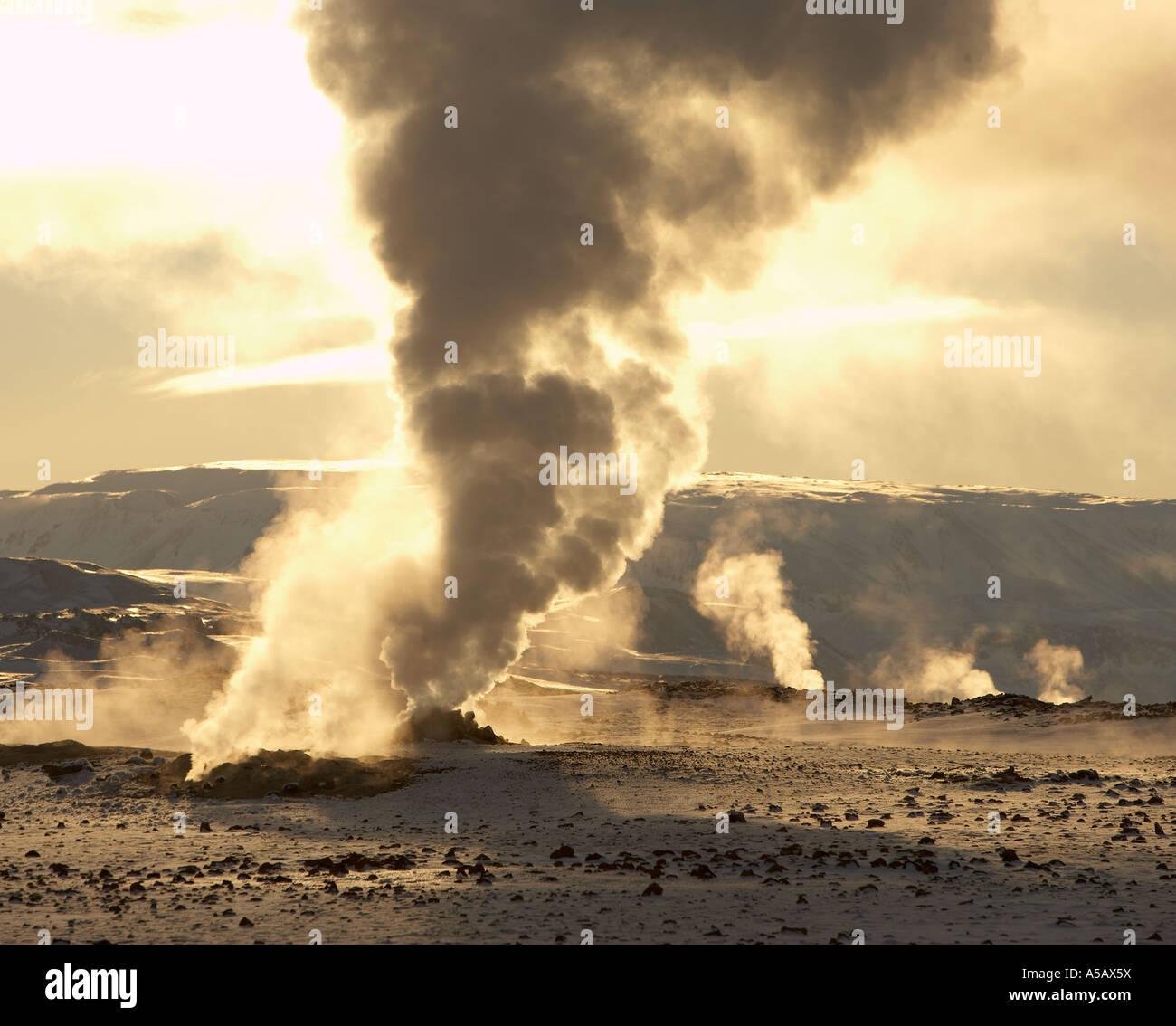 Perçages, la vapeur géothermique, Leirhnukur Hot spring, Namaskrad, Islande Photo Stock