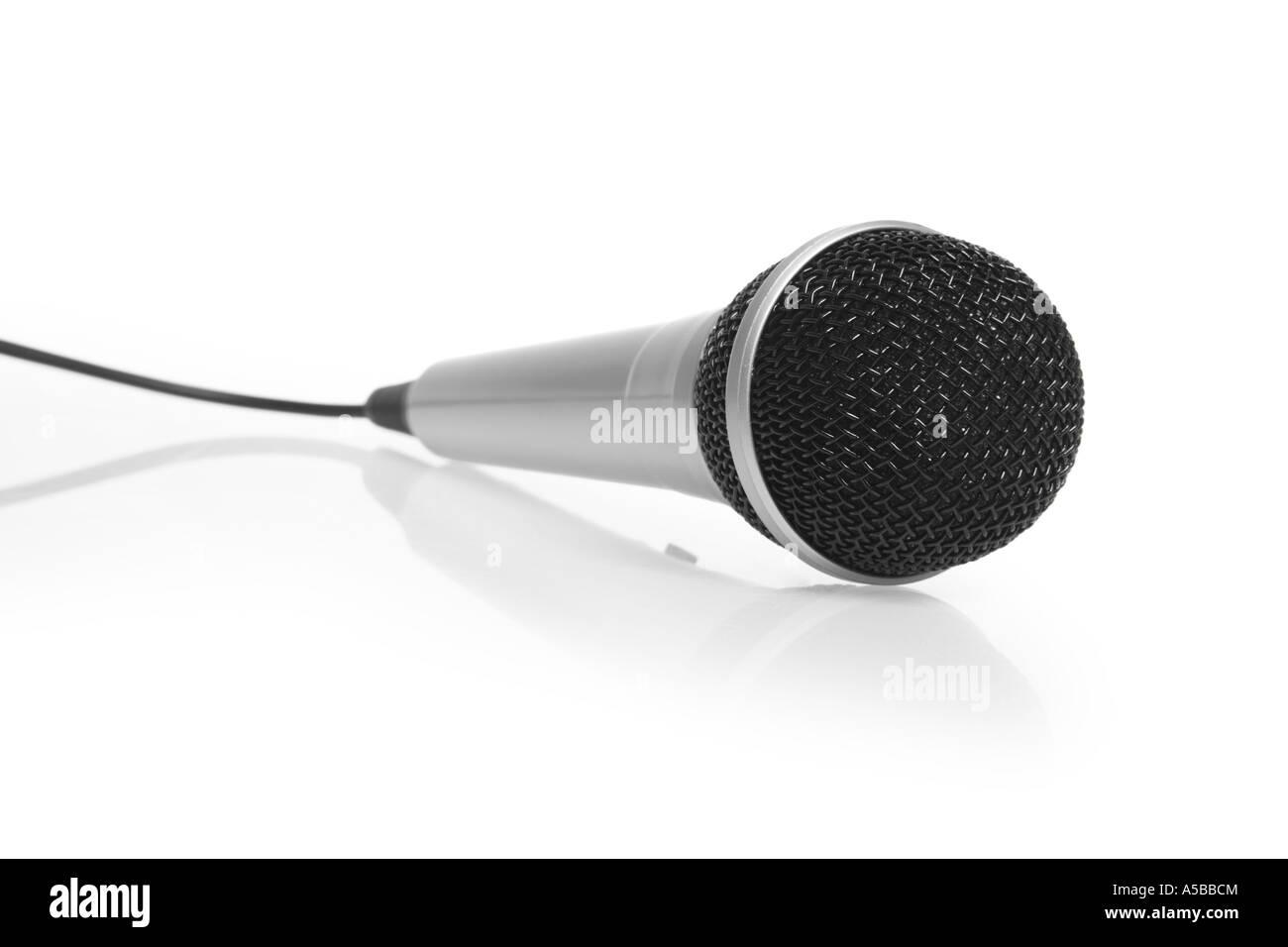 Coupure du microphone sur fond blanc Photo Stock