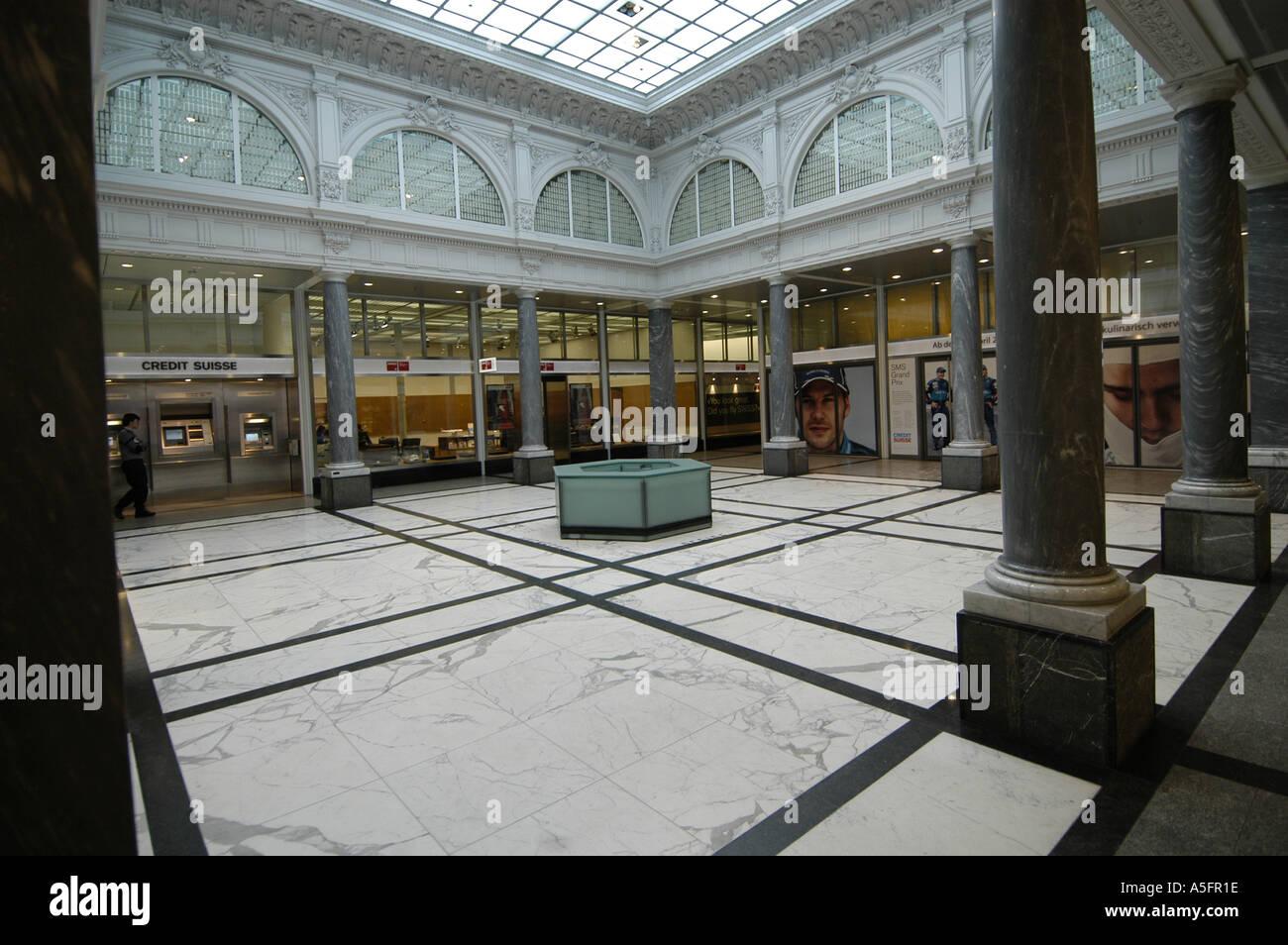 Intérieur du bâtiment dans le Credit Suisse exceptionnel quartier du ...