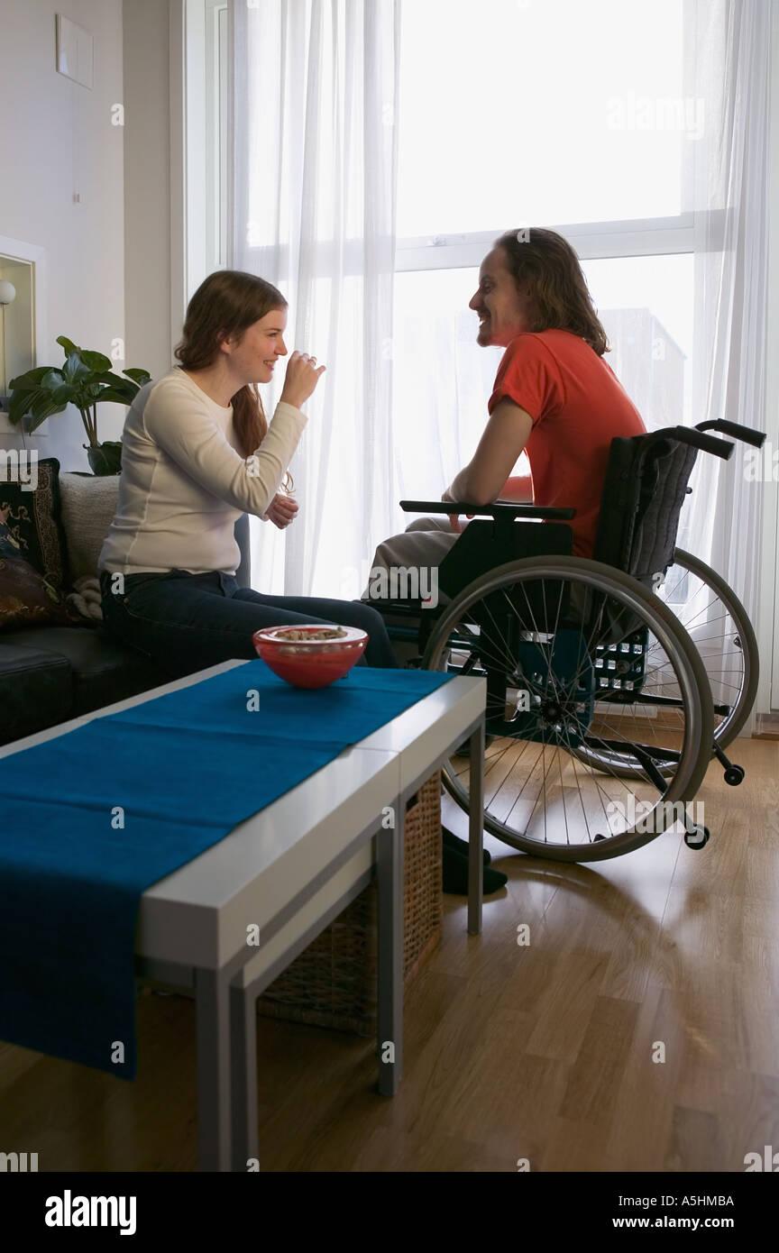 Homme handicapé et partenaire de vacances Photo Stock