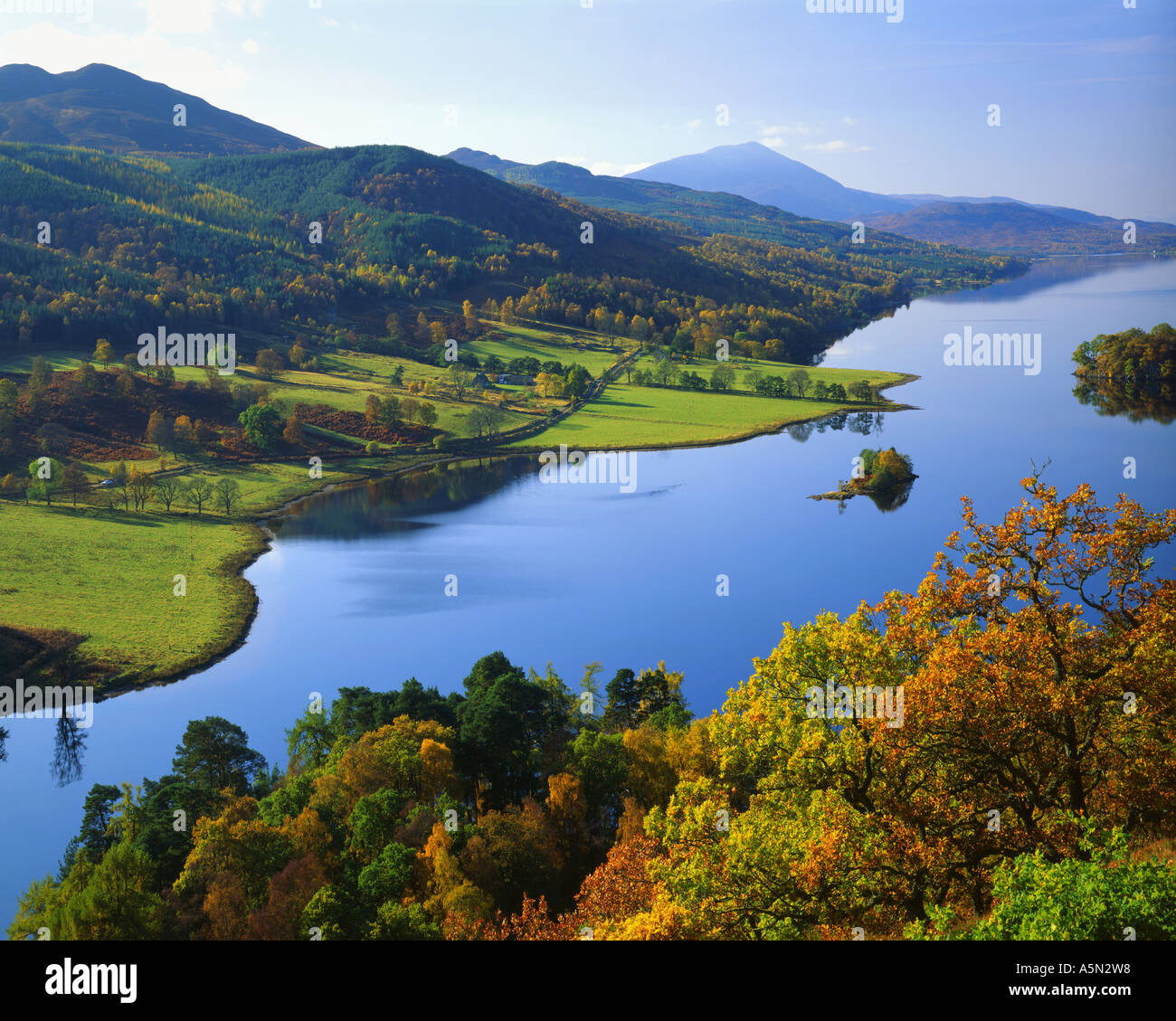 Fr - Scotland : Loch Tummel de Queen's View à Tayside Photo Stock