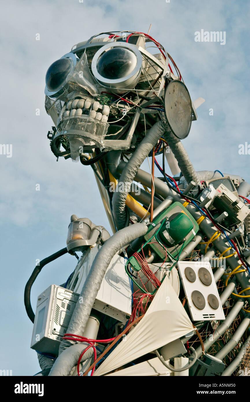 Homme deee Déchets d'Équipements Électriques électroniques conçu par Paul Bonomini sur la Southbank à Londres UK Photo Stock