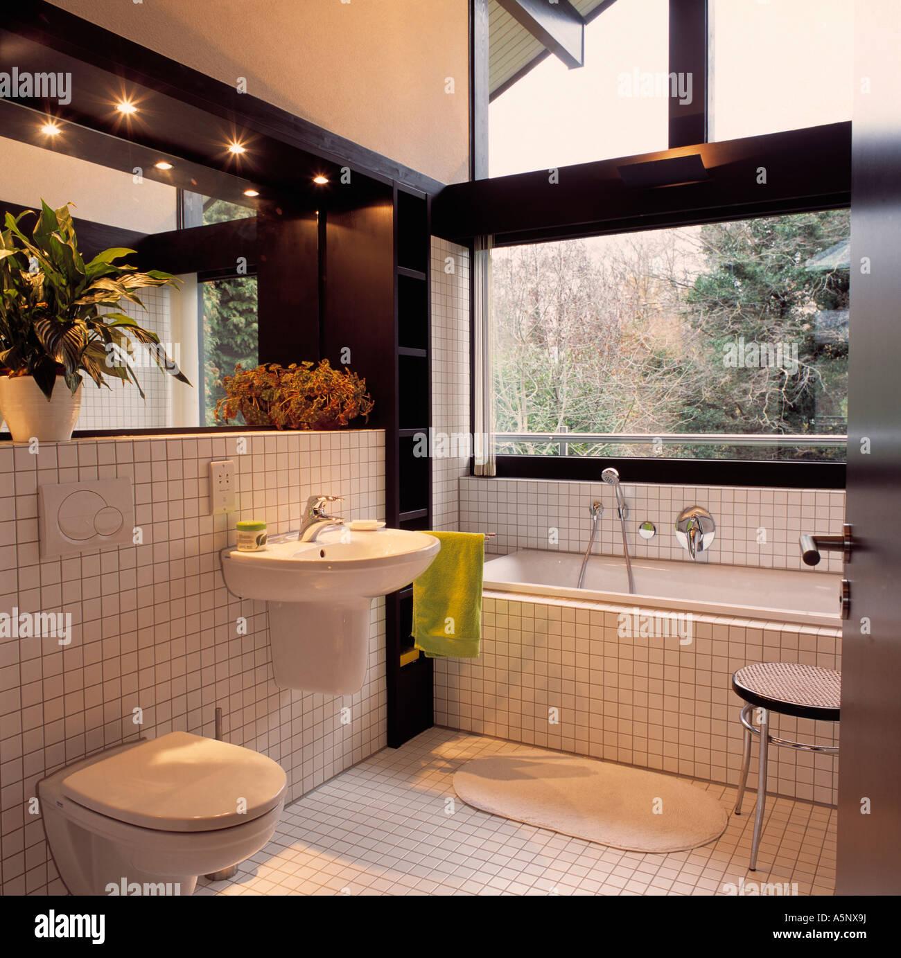 fenetre au dessus baignoire free gallery of salle de bain avec douche uniquement fenetre au. Black Bedroom Furniture Sets. Home Design Ideas