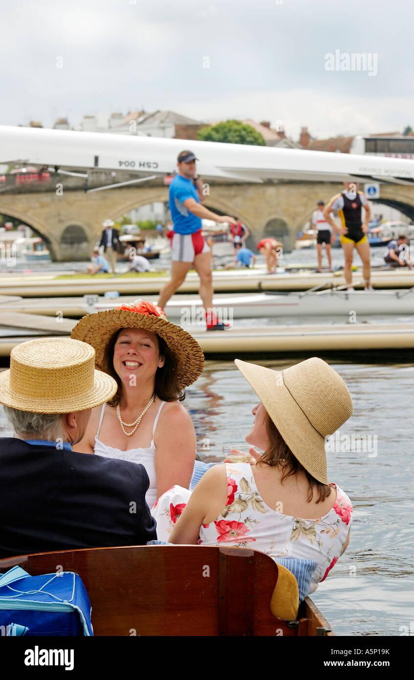 Spectateurs préservant les traditions de style édouardien de la Henley Royal Regatta Photo Stock
