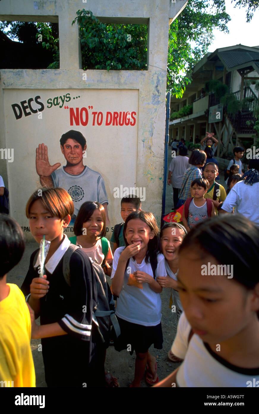 Painet hl0226 school children kids oro cagayon mindinao philippines l'adolescence drogue wonder rire l'éducation Photo Stock