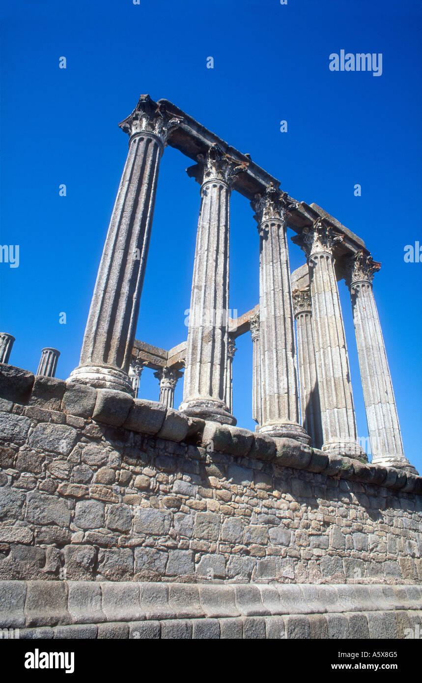 Portugal Alentejo Evora Temple Romain reste colonnes de granite Chapiteaux corinthiens Photo Stock