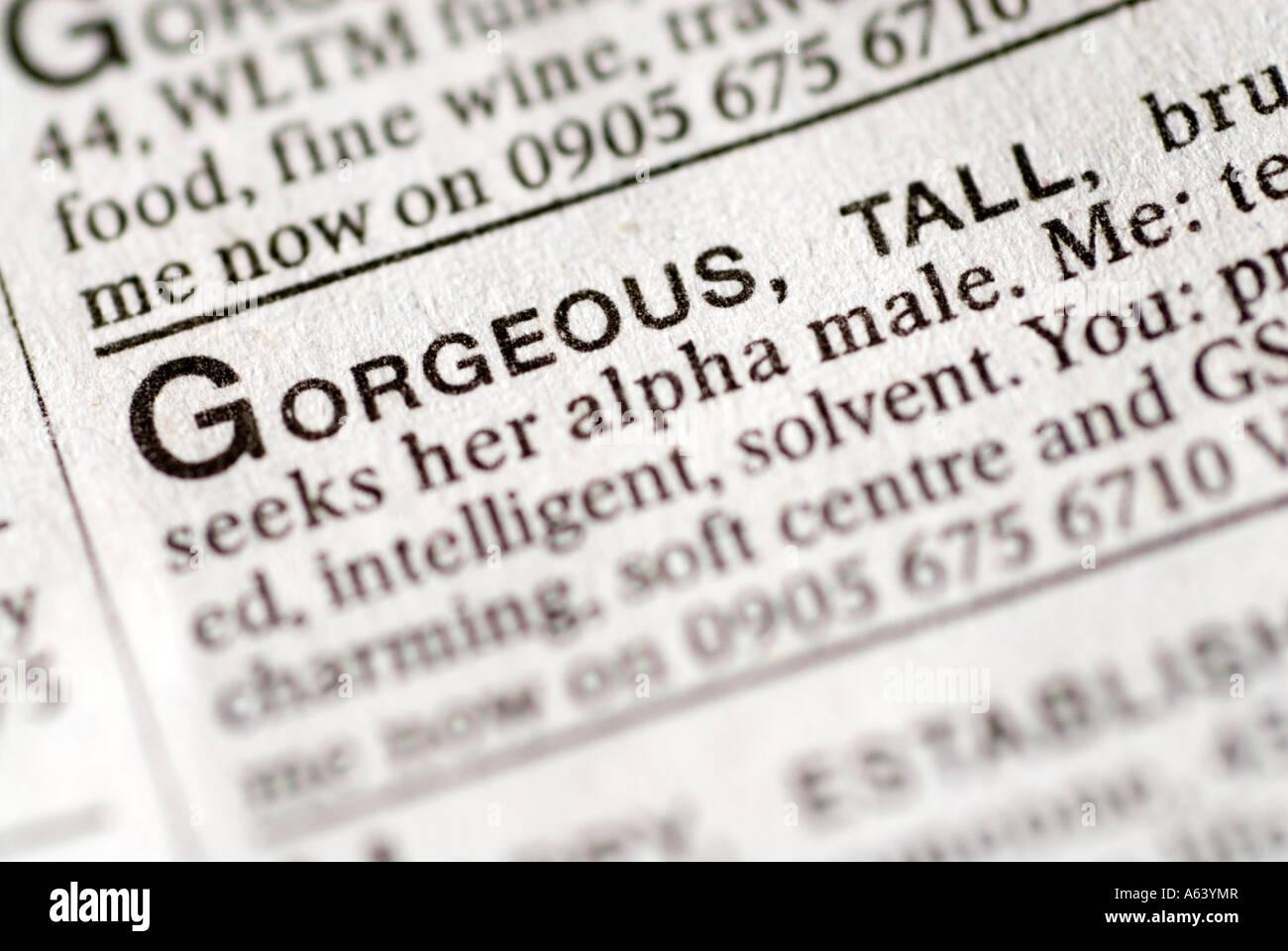 Des célibataires annonce dans dating pages de journal Photo Stock