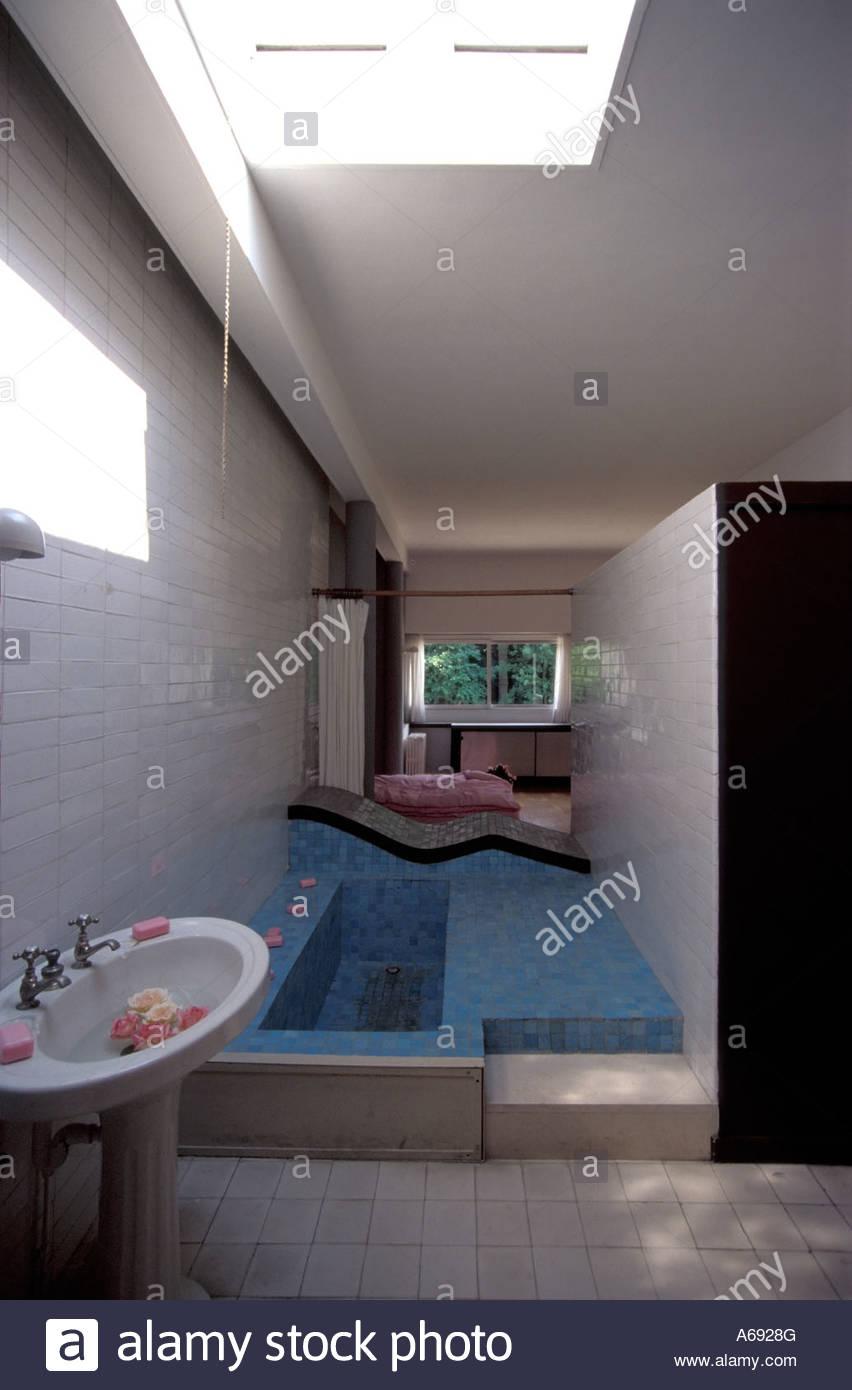 Salle de bains connecté à la chambre des maîtres de la villa Savoye ...