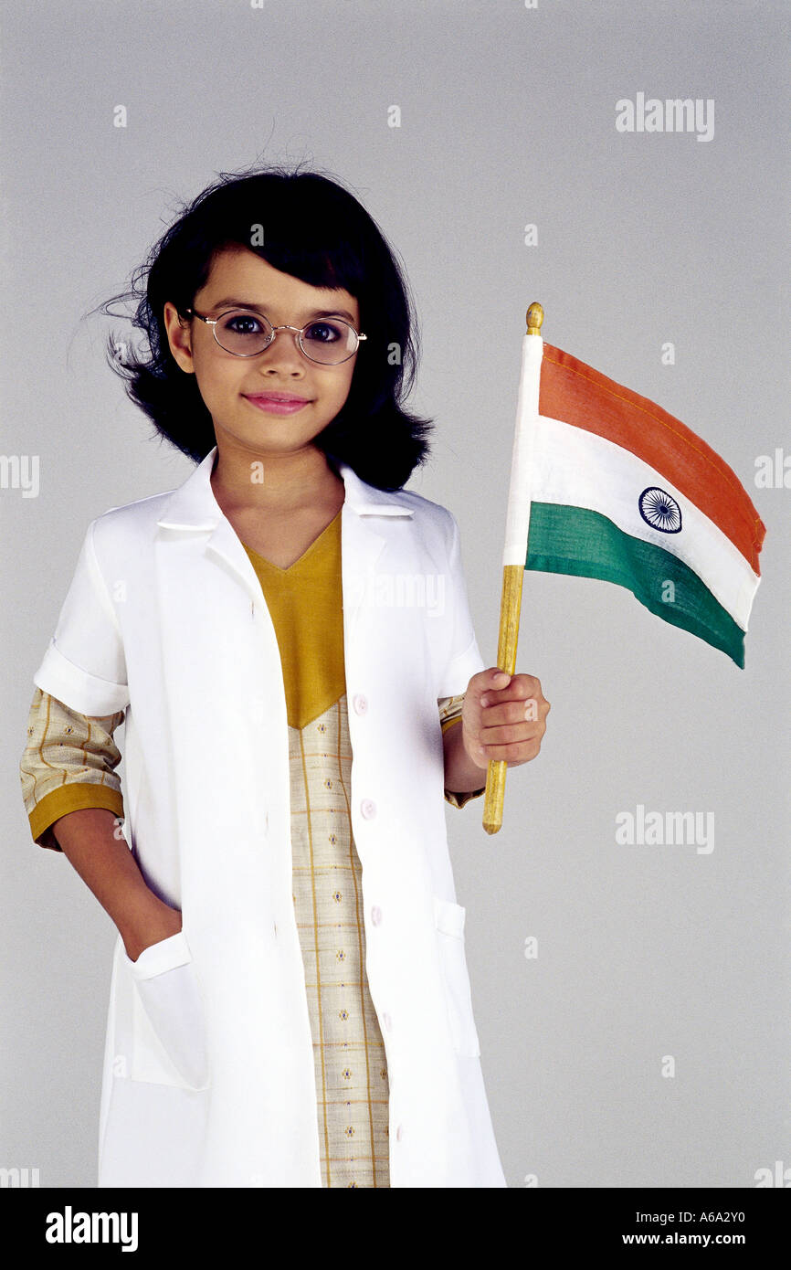087bec074 Scientist fantaisie robe fille portant un manteau de laboratoire tenant le  drapeau indien M.#