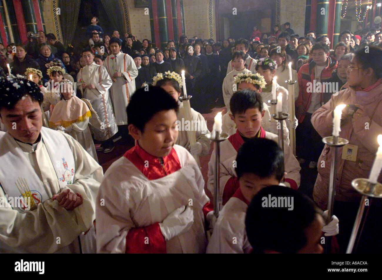 intrieur de lglise catholique xishiku beijing messe de nol la clbration de nol 2005 12 24