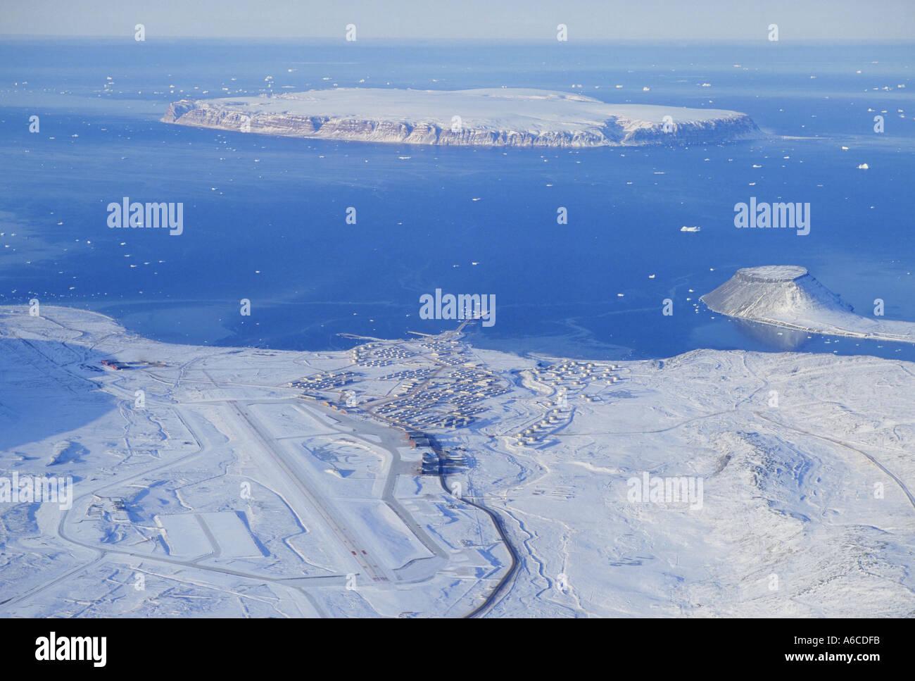 Base aérienne de Thulé au Groenland à l'automne Banque D'Images